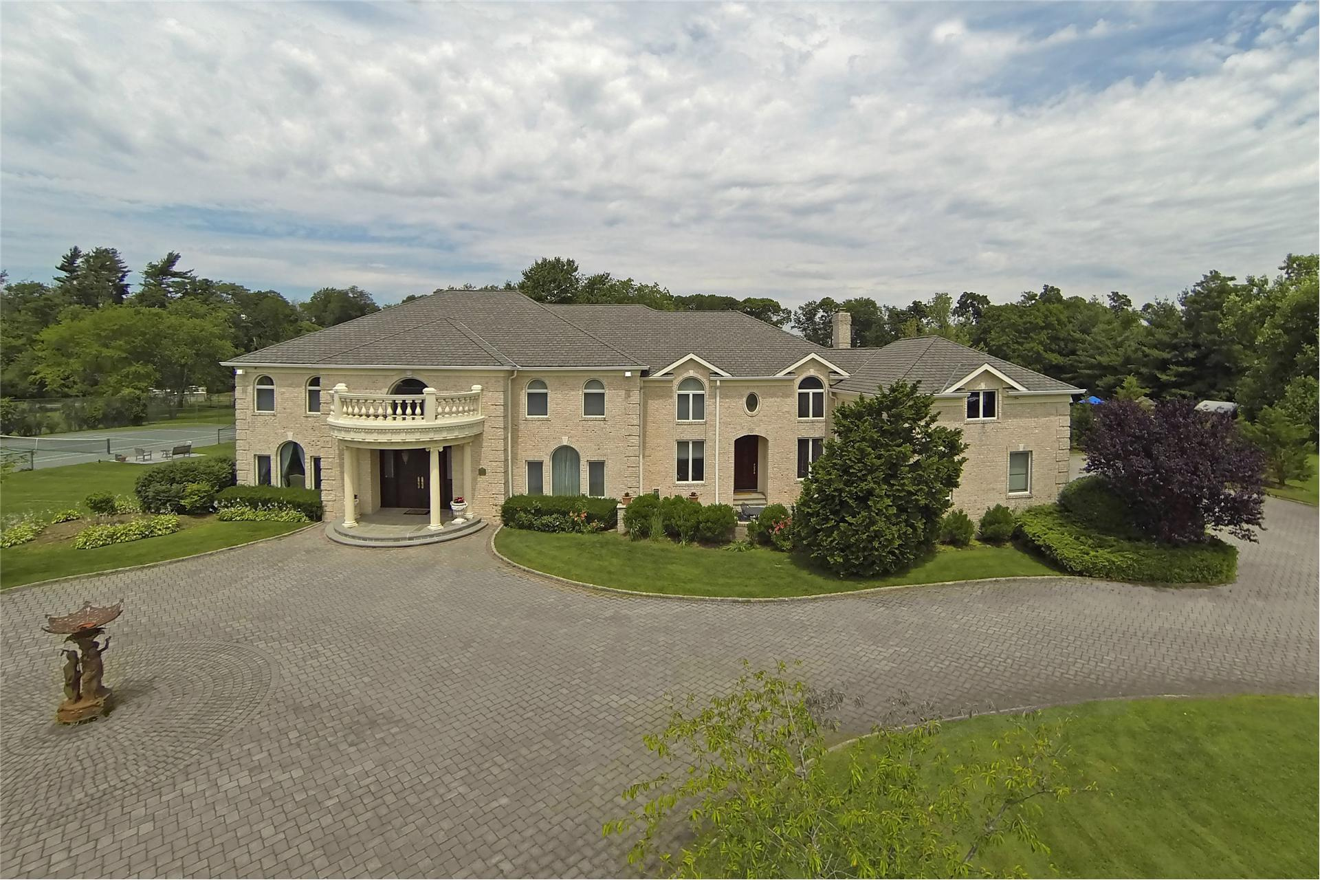 Single Family for Sale at 11 Polo Dr Old Westbury, New York 11568 United States
