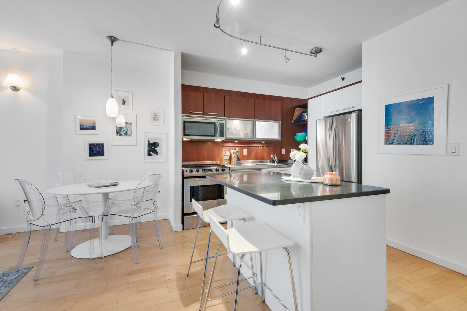 This immaculate, loft-style 1BR/1BA condominium is located in the heart of Chelsea. The spacious layout features large living and bedroom areas, high ceilings, California closets, and wide-plank maple floors. The kitchen counts stainless steel appliances including a dishwasher and microwave, a washer/dryer, a garbage disposal and a fully functional island with granite counter tops. The spacious, spa-like bathroom has marble tiles and an oversized vanity.The Campiello Collection is a pet friendly, boutique condo building with a full-time doorman, common roof deck and garden, as well as a fully equipped gym.APARTMENT FEATURES : Beamed Ceiling, Hardwood Floors, Oversized Windows, Modern Kitchen, Renovated Bathroom, Marble Bath, Storage Space, Washer/Dryer, DishwasherBUILDING FEATURES: Garden, Roof Deck, Exercise Room, Video Security, Guard, CableTV, Internet, PackageRoom, HealthClubPets will be considered with extra security deposit.