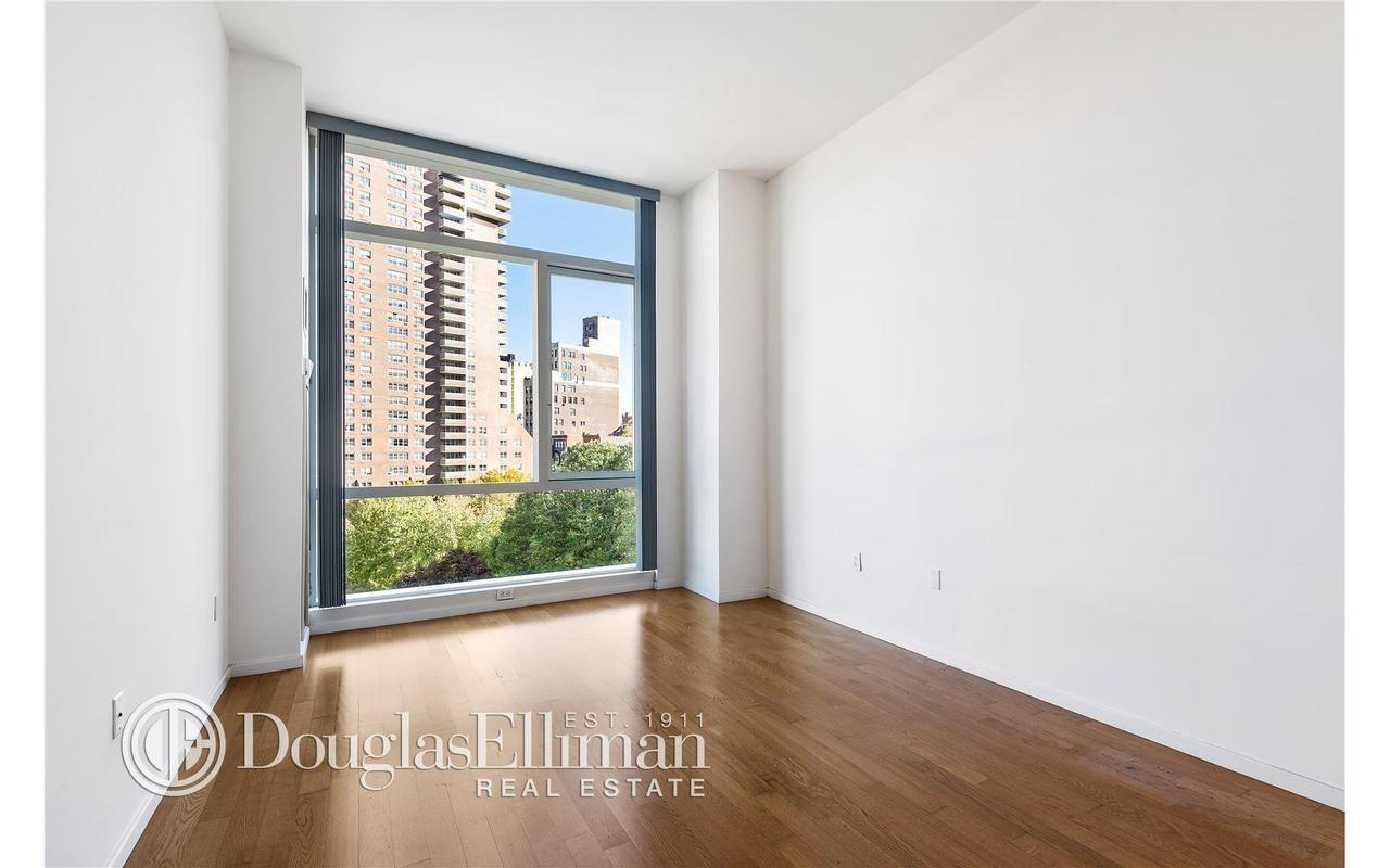 A must see bright and amazing one bedroom with Hudson river views in the heart of the desired Tribeca neighborhood! The unit locates right on Chambers street, with all the convenient shops and stores at your doorstep. This apartment boasts floor to ceiling windows, 11 foot ceiling height and state of the art appliances and stained white oak hardwood strip floors throughout. Amenities in this full service luxury building include 24 hour attended lobby with doorman & concierge, private fitness center and sky-lit indoor pool, 5000 sq. ft. residents landscaped rooftop terrace, children playroom, residents social lounge, business center and garage. In walking distance to acclaimed restaurants and shops, convenient access to major subway, bus, path and ferry transportation!