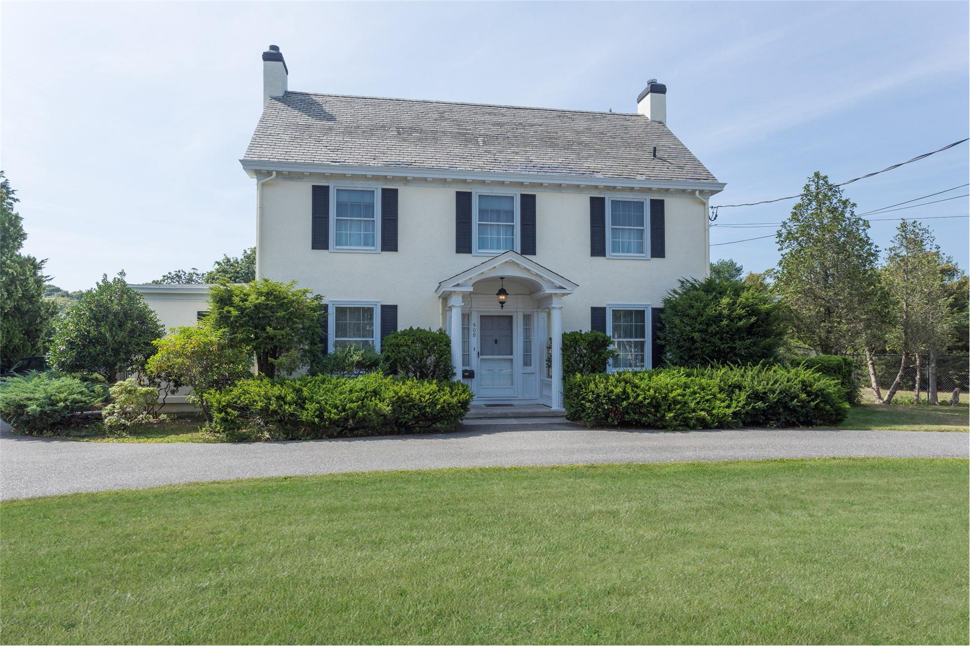 Single Family for Sale at 508 Middle Rd Bayport, New York 11705 United States