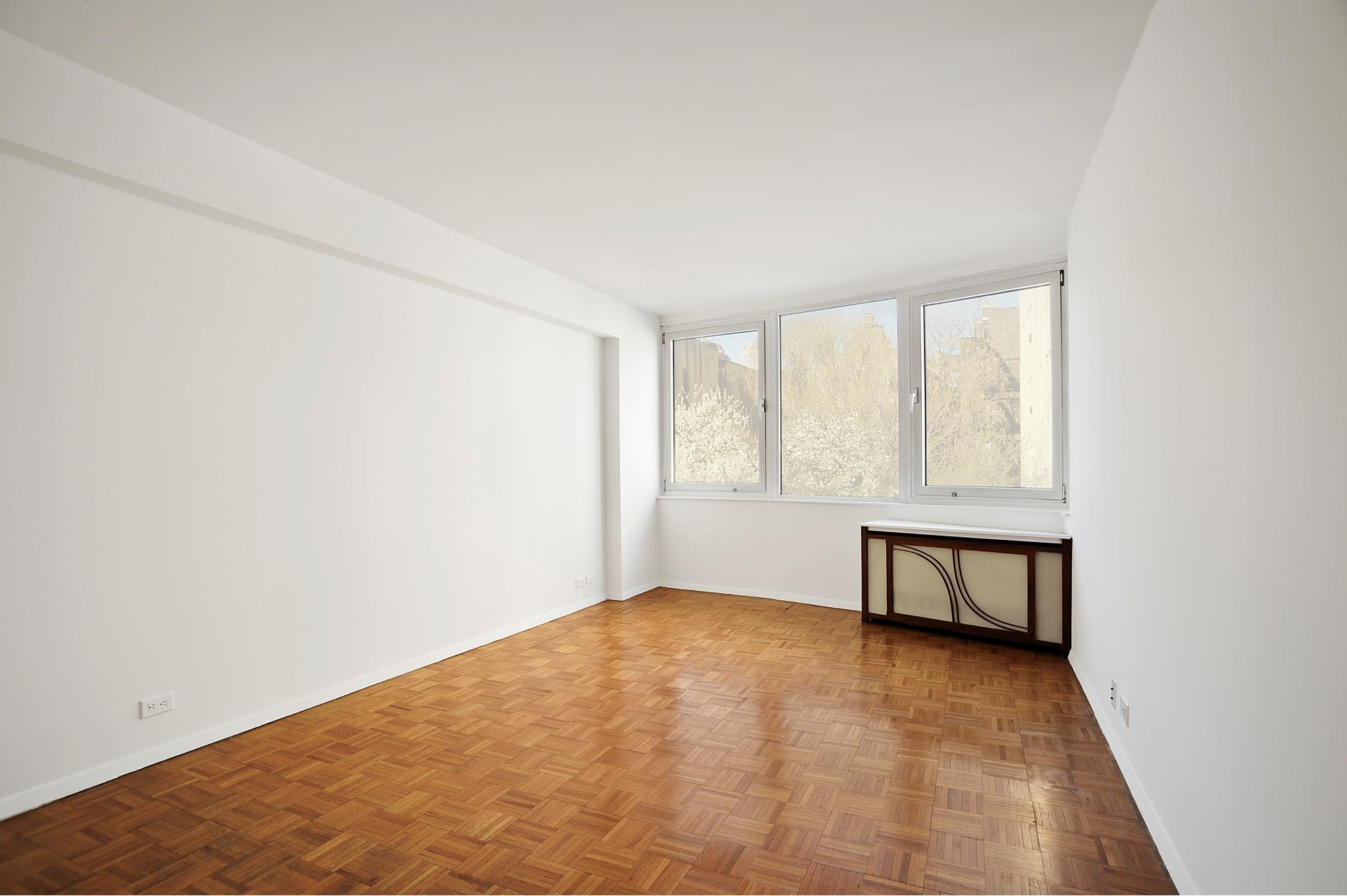 (CYOF) Residence 4ZZ is a bright and spacious one bedroom. The living room windows have double exposures to North and East and provide ample lights throughout the day. The spacious bedroom can easily accommodate a king size bed. Residence offers good closet   space, spacious layout, tree line top view. Located at 350 W 50th Street, on 8th Avenue, Worldwide Plaza is a full service condominium building conveniently located to public transportations, great restaurants Hells kitchen, Central Park, and Theaters.