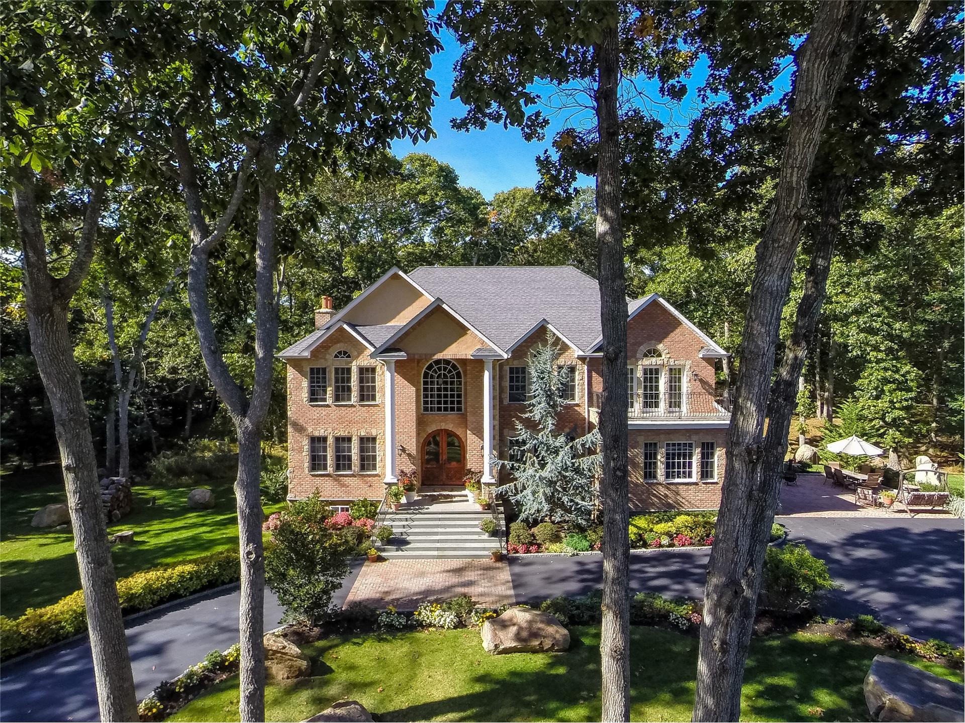 Single Family for Sale at 1820 Kenneys Rd Southold, New York 11971 United States
