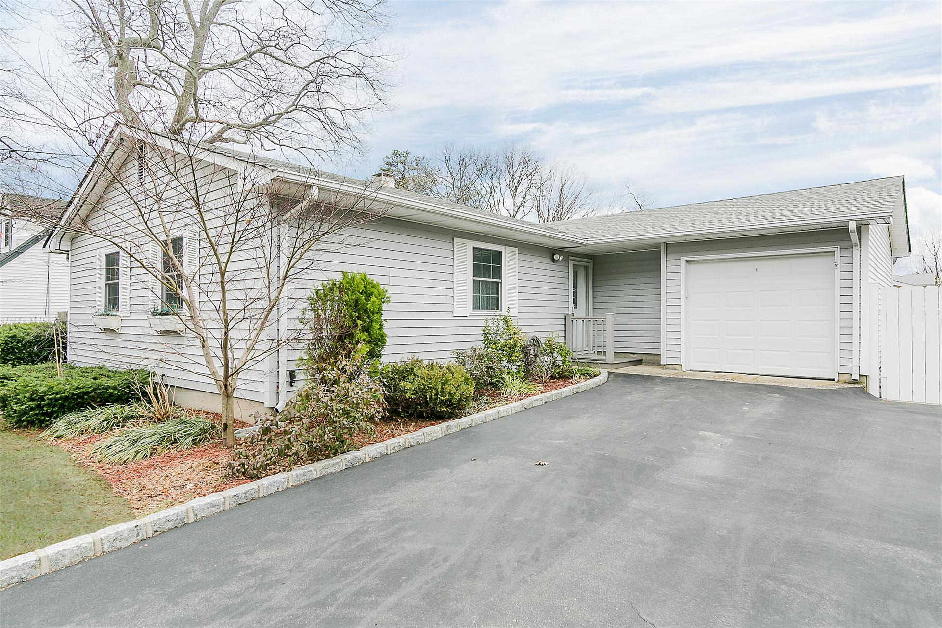 Single Family for Sale at 106 Patchogue Holbro Rd Lake Ronkonkoma, New York 11779 United States