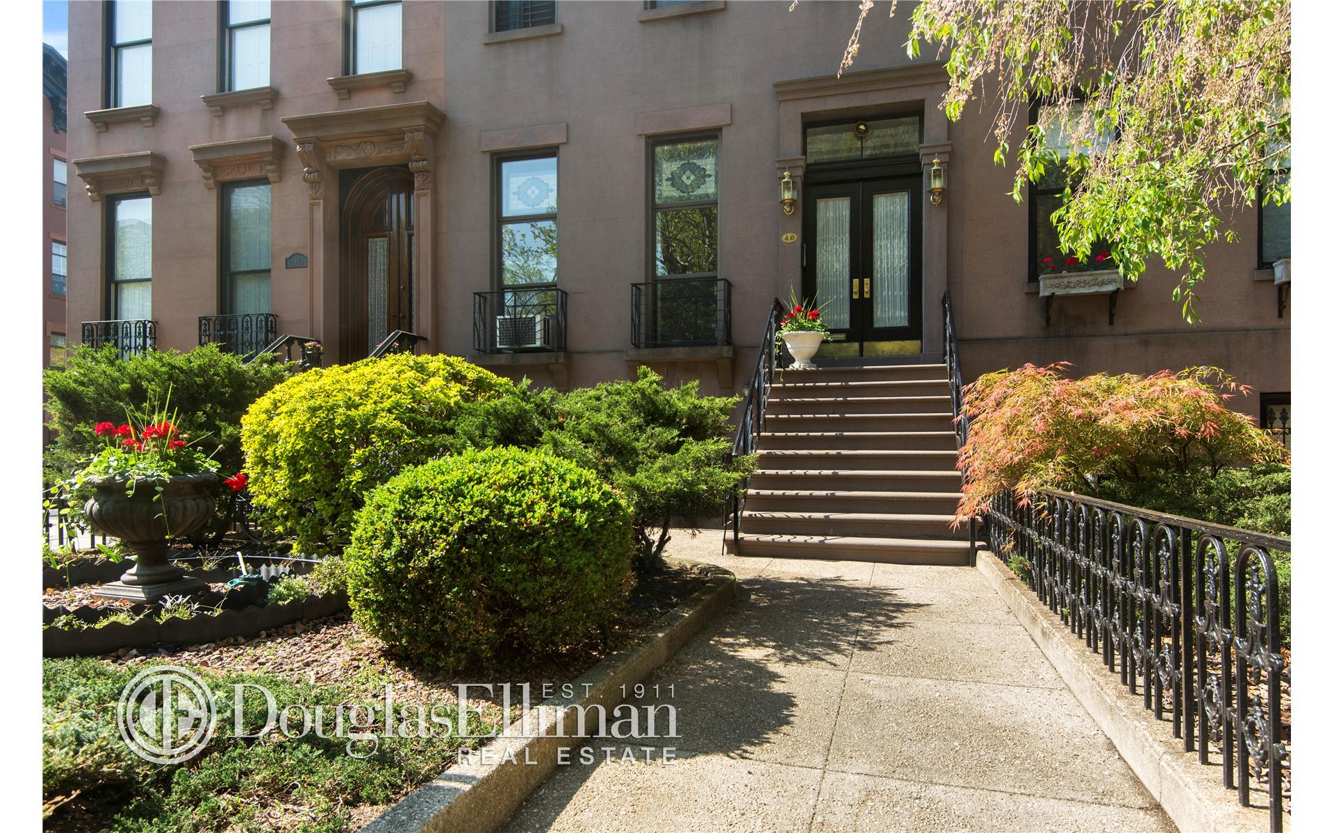 Multi Family for Sale at 46 1st Pl Brooklyn, New York 11231 United States