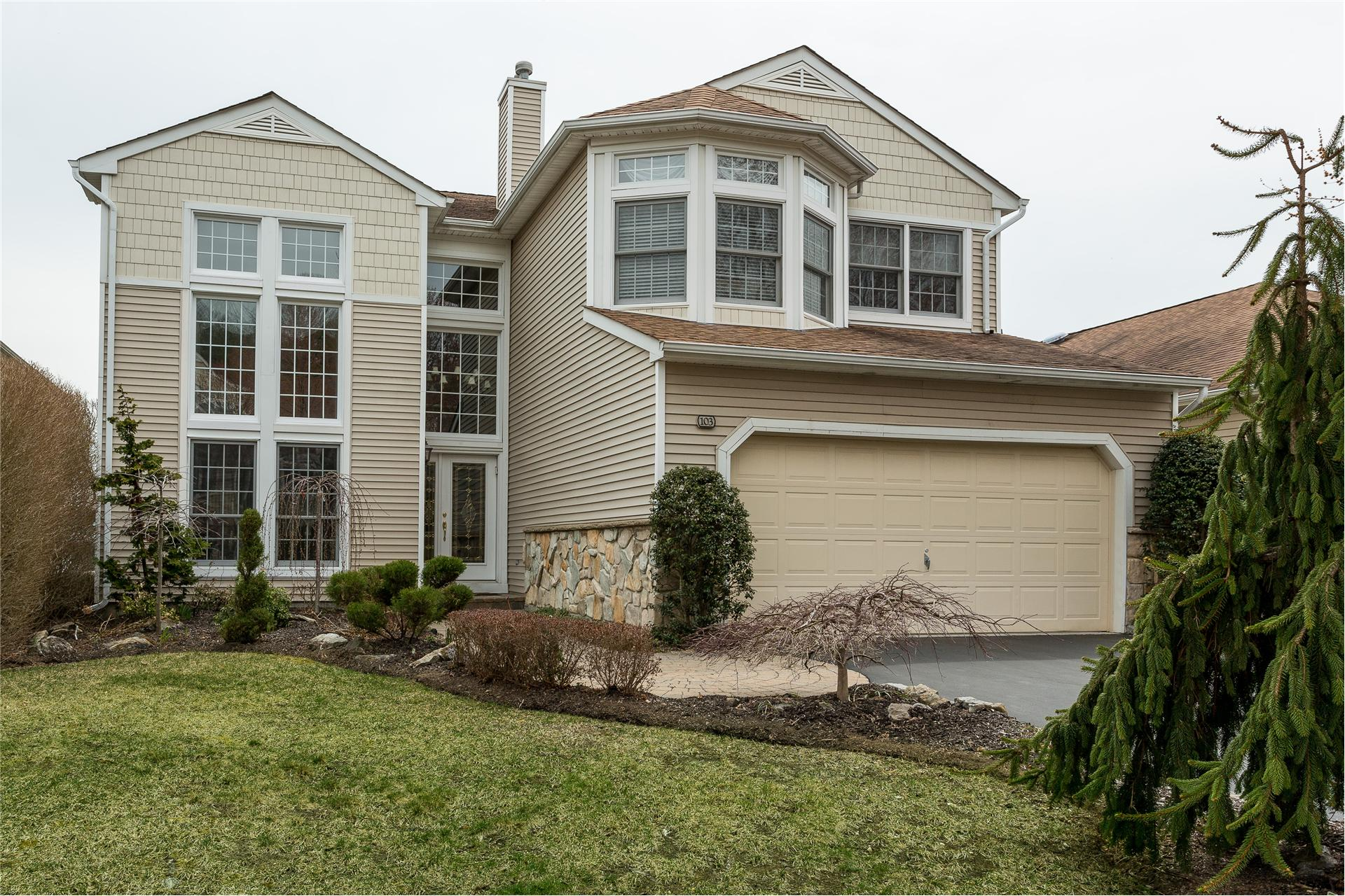 Single Family for Sale at 103 Sagamore Dr Plainview, New York 11803 United States