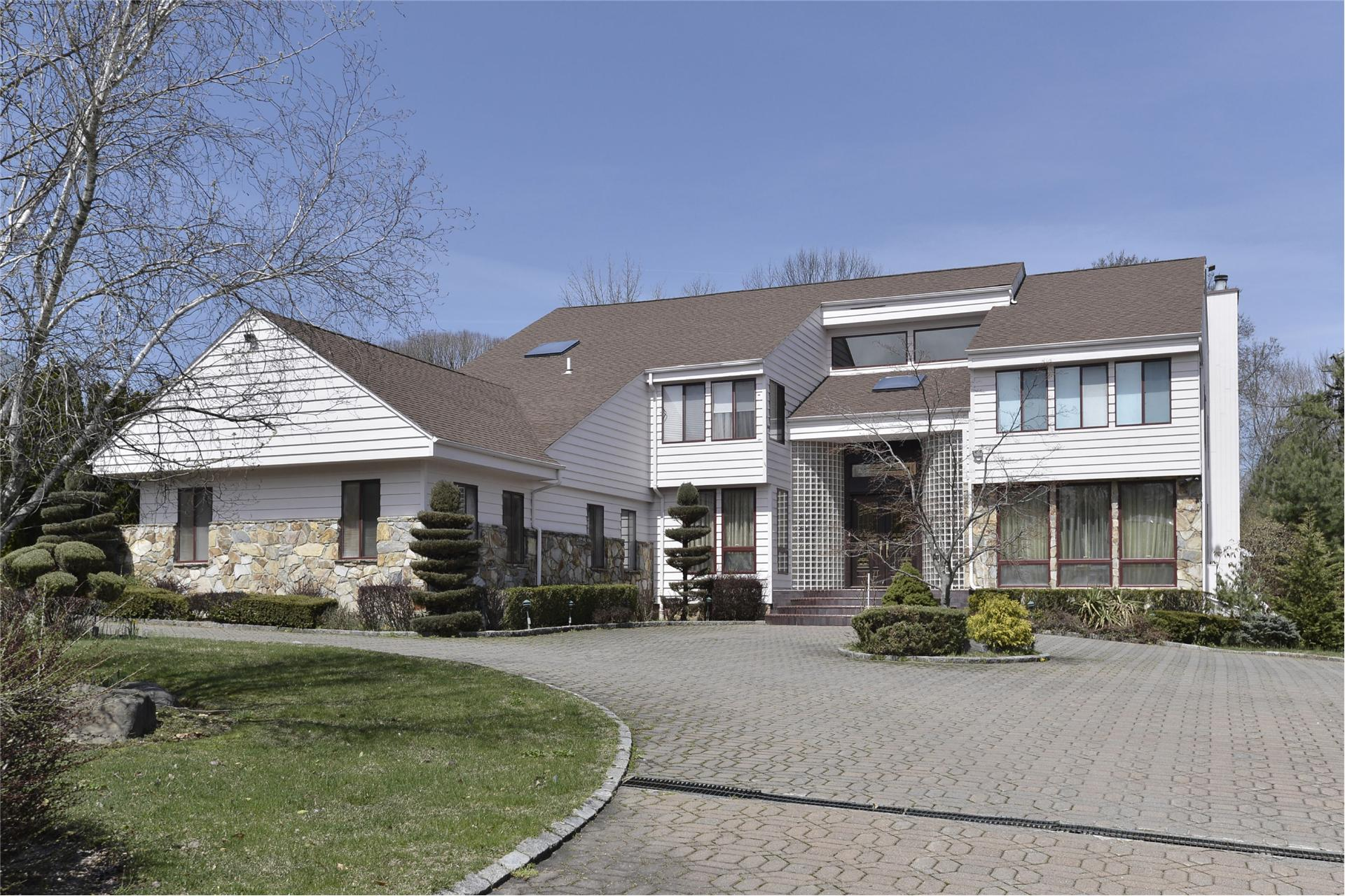 Single Family for Sale at 4 Heritage Ct Old Brookville, New York 11545 United States