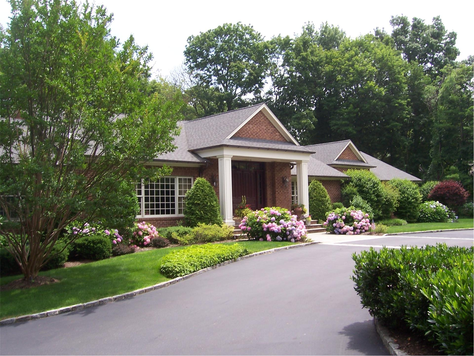 Single Family for Sale at 3 Sloanes Beach Rd Sands Point, New York 11050 United States