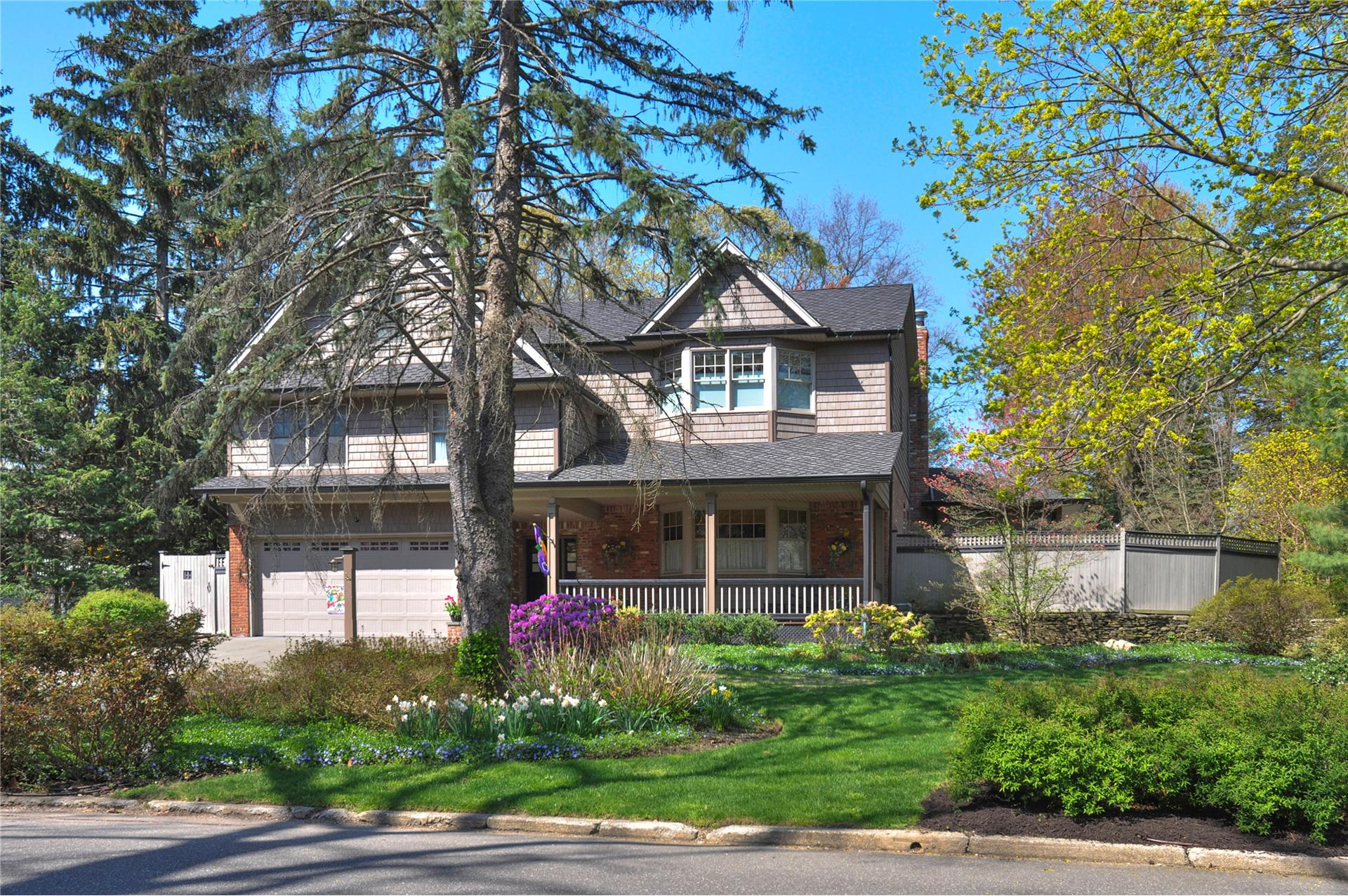 Single Family for Sale at 40 Viola Glen Cove, New York 11542 United States