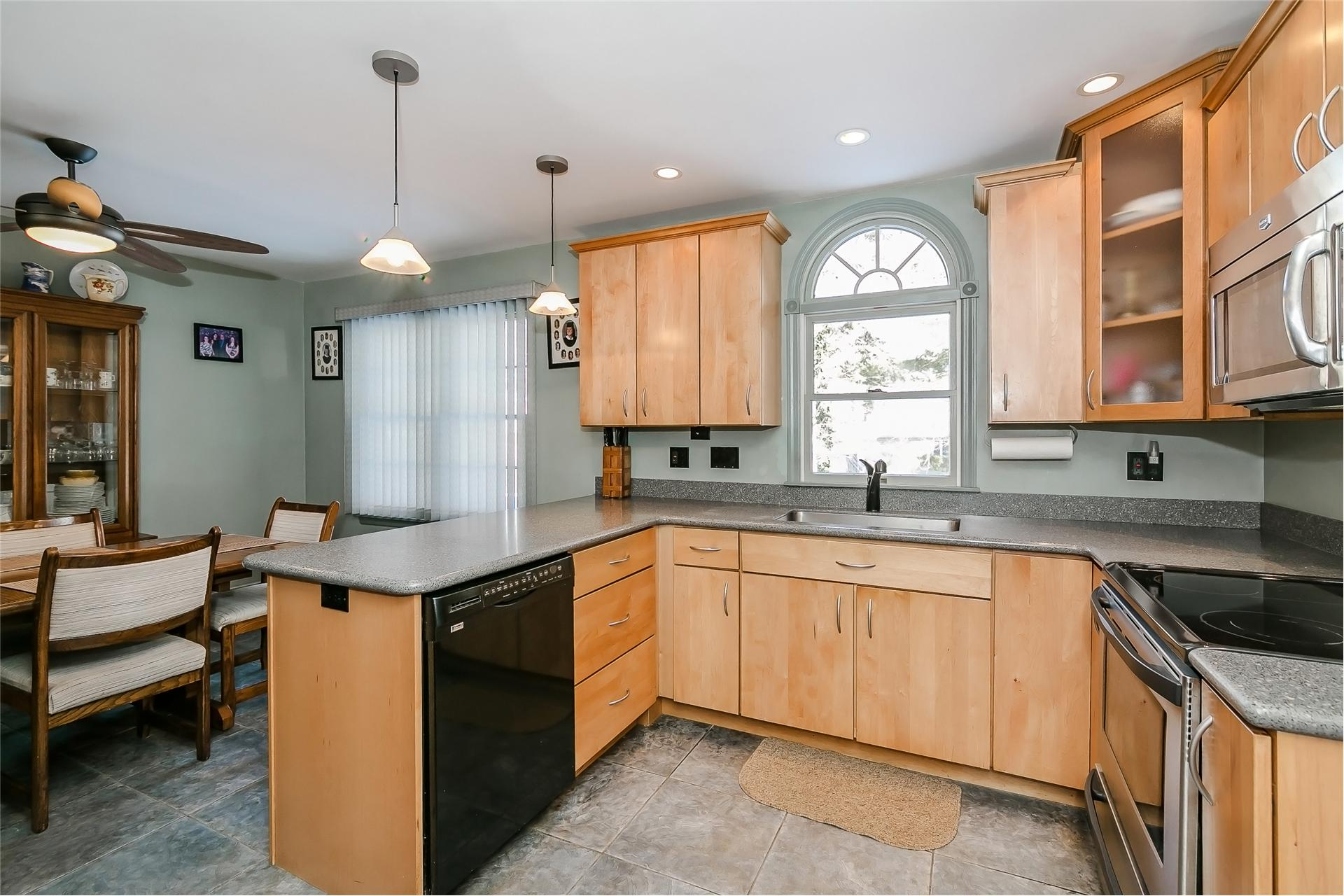 Single Family for Sale at 9 Park Ave Lake Ronkonkoma, New York 11779 United States