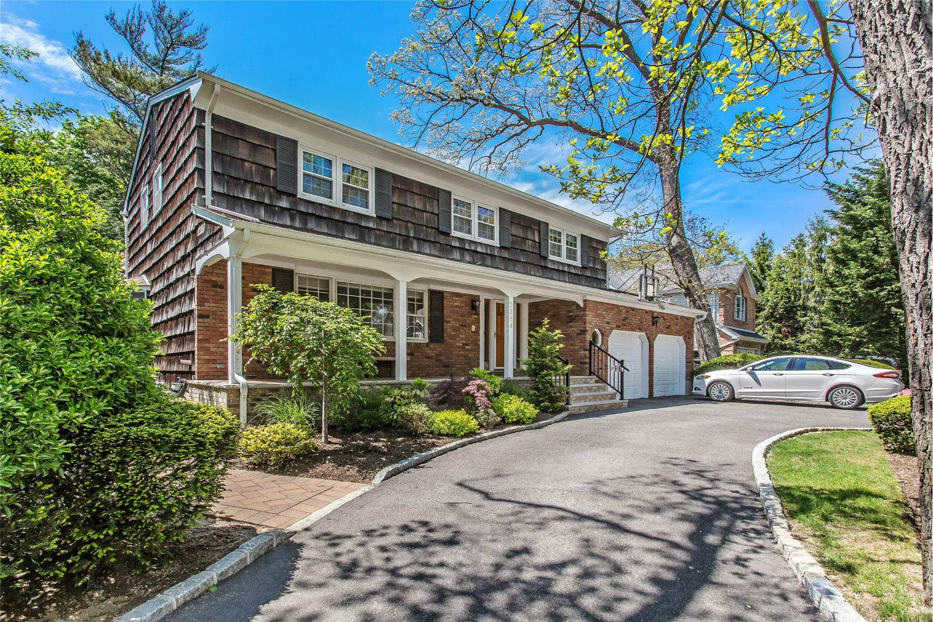 2384 Lindenmere Dr - Merrick, New York