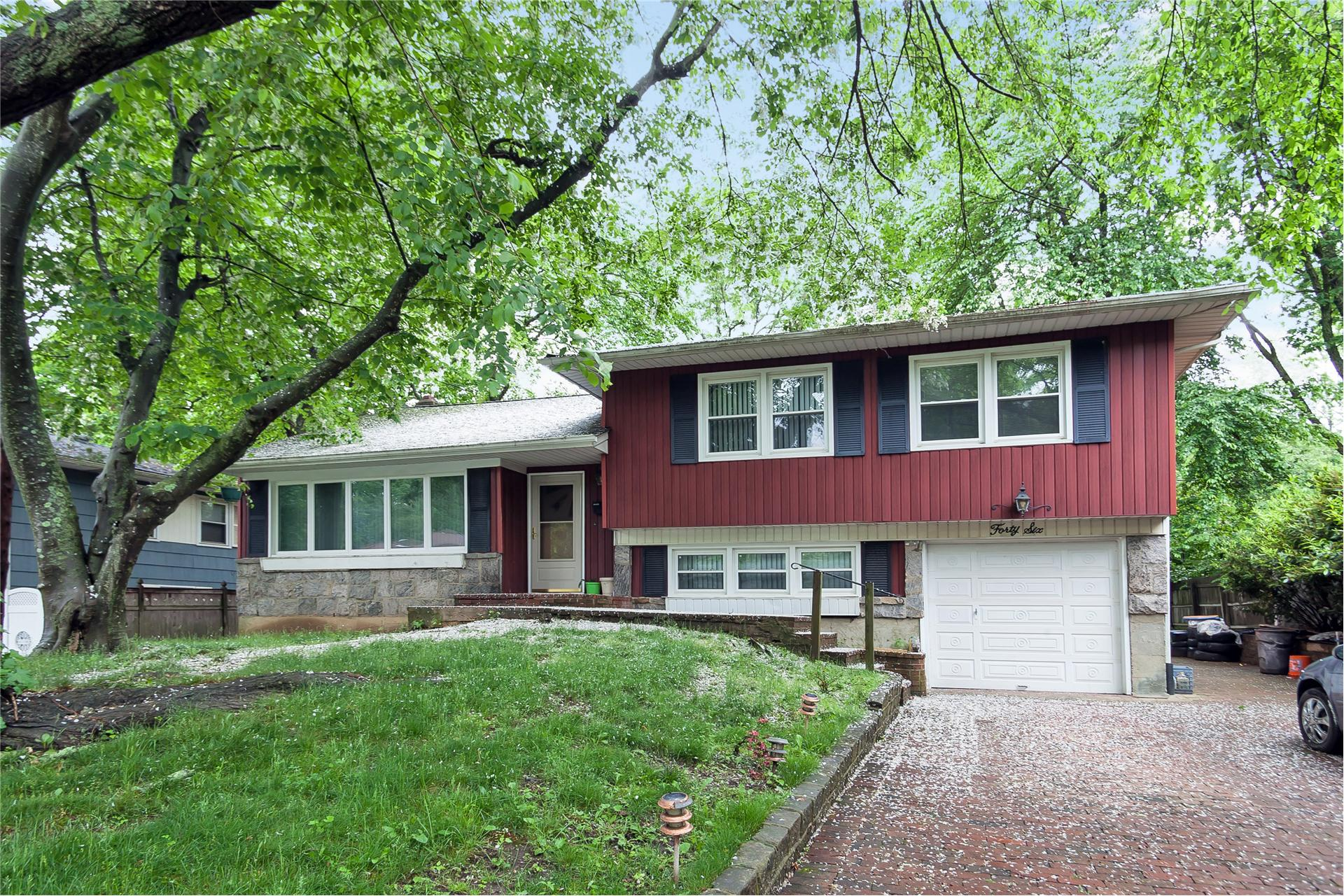 Single Family for Sale at 46 Simpson Dr Old Bethpage, New York 11804 United States