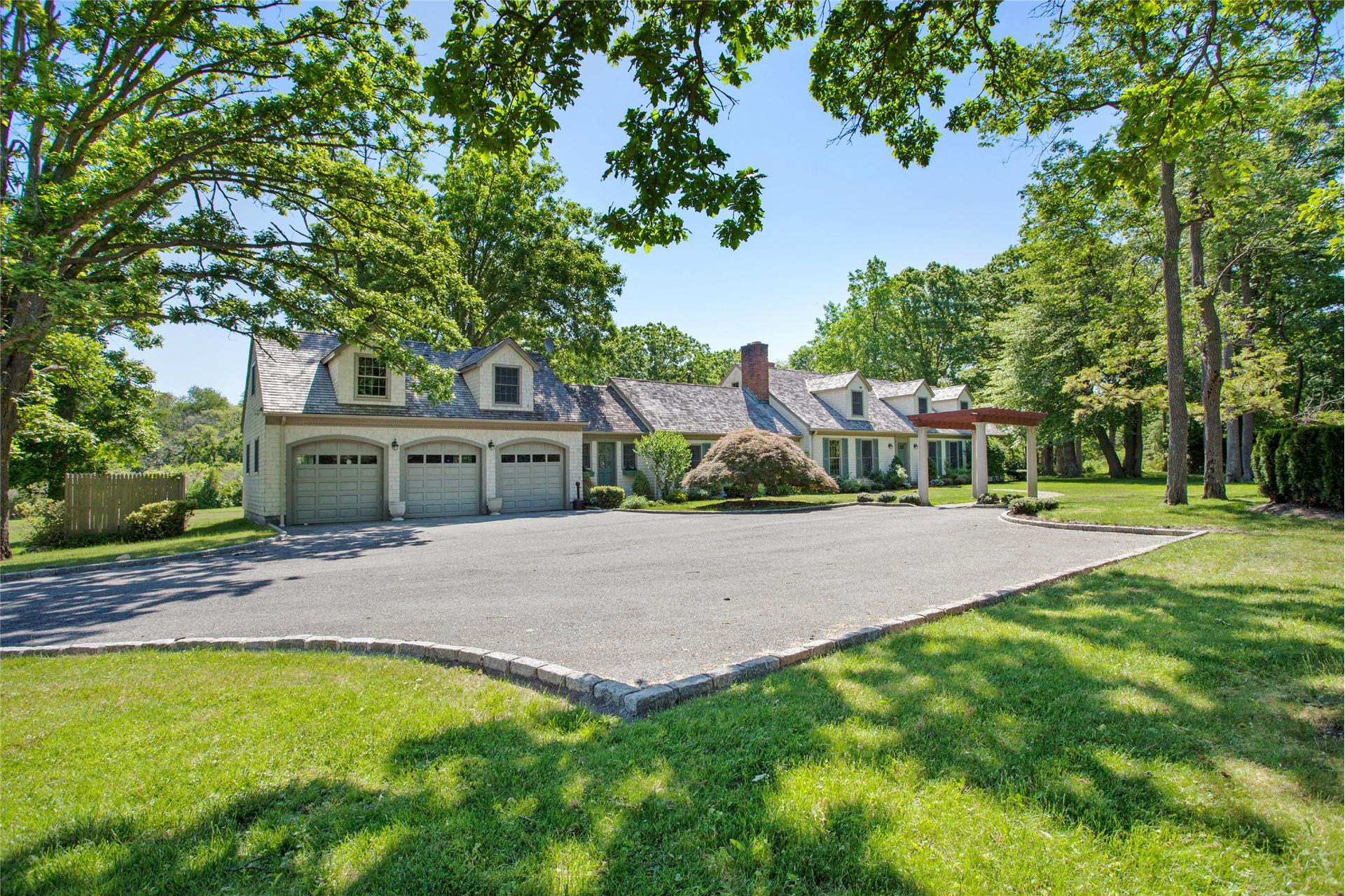 Single Family for Sale at 235 Centre Island Rd Centre Island, New York 11771 United States