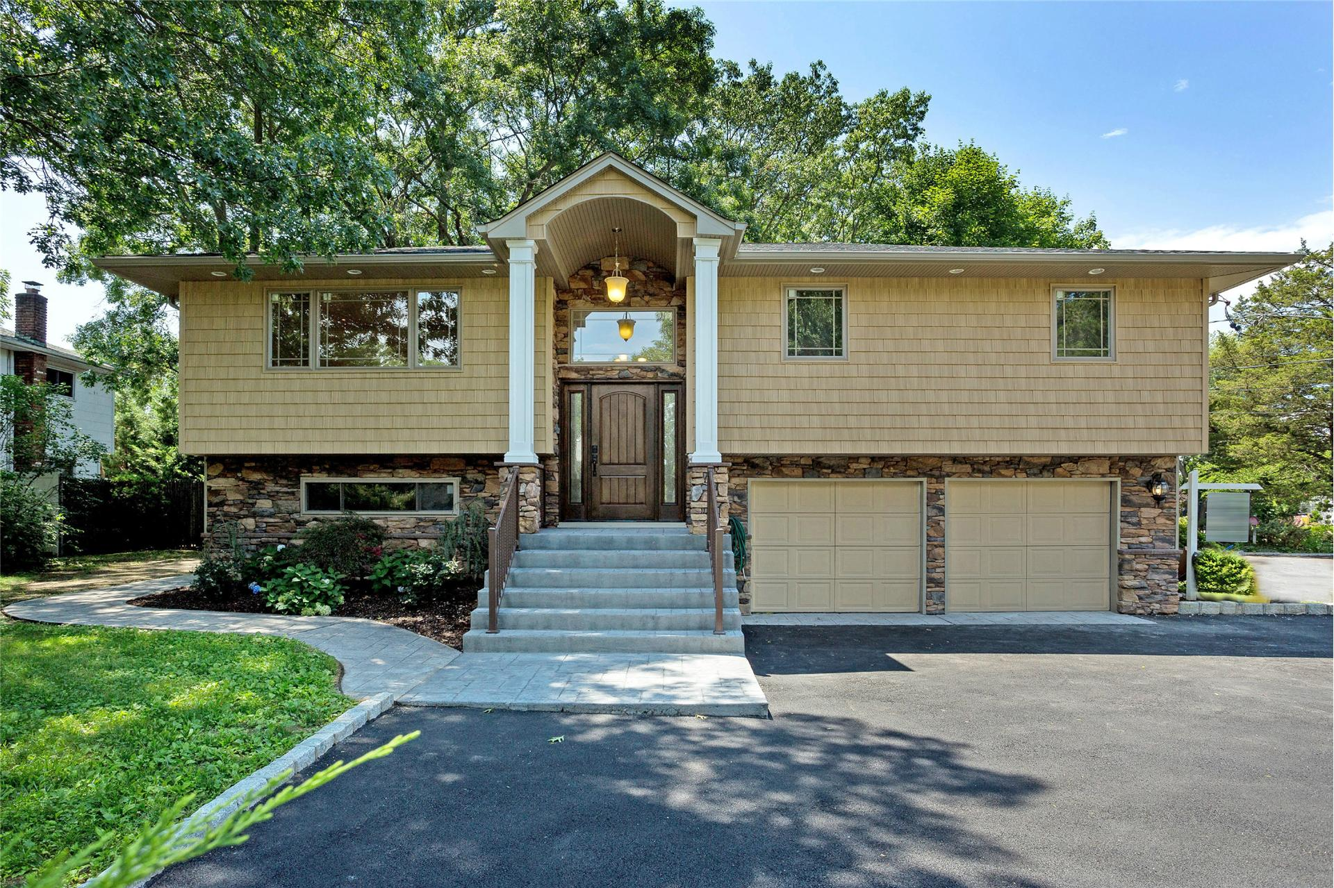 Single Family for Sale at 717 Old Bethpage Rd Old Bethpage, New York 11804 United States