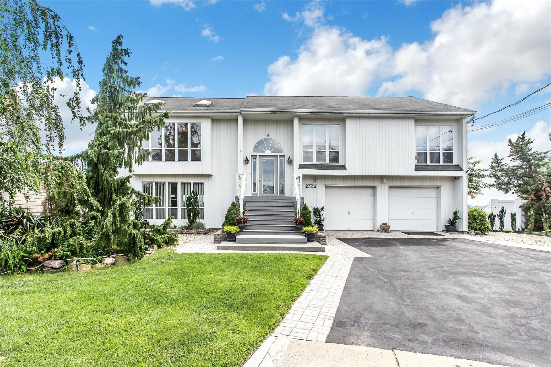 Single Family for Sale at 2736 Beaver Turn St Seaford, New York 11783 United States