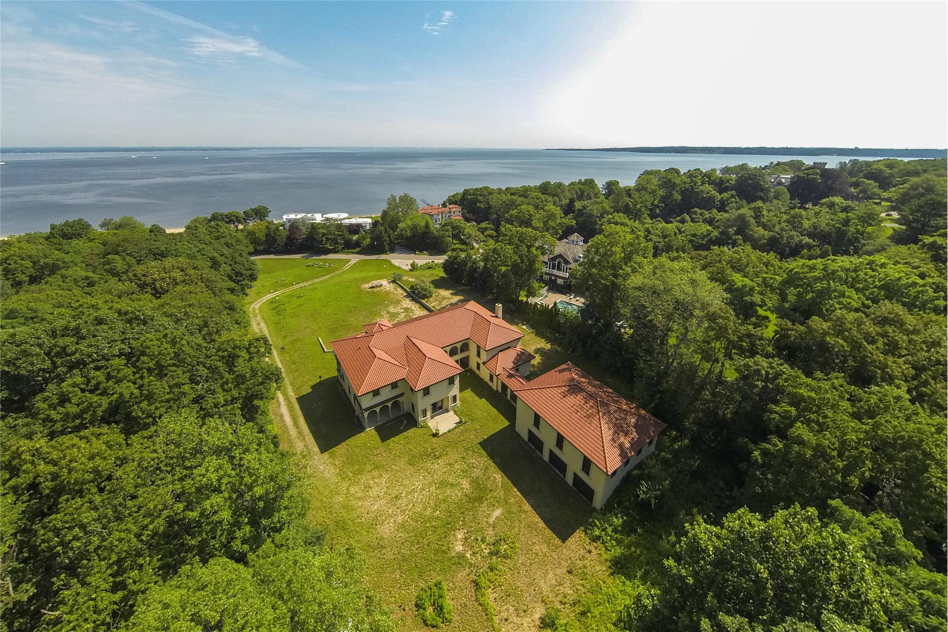 Single Family for Sale at 48 Sterling Ln Sands Point, New York 11050 United States