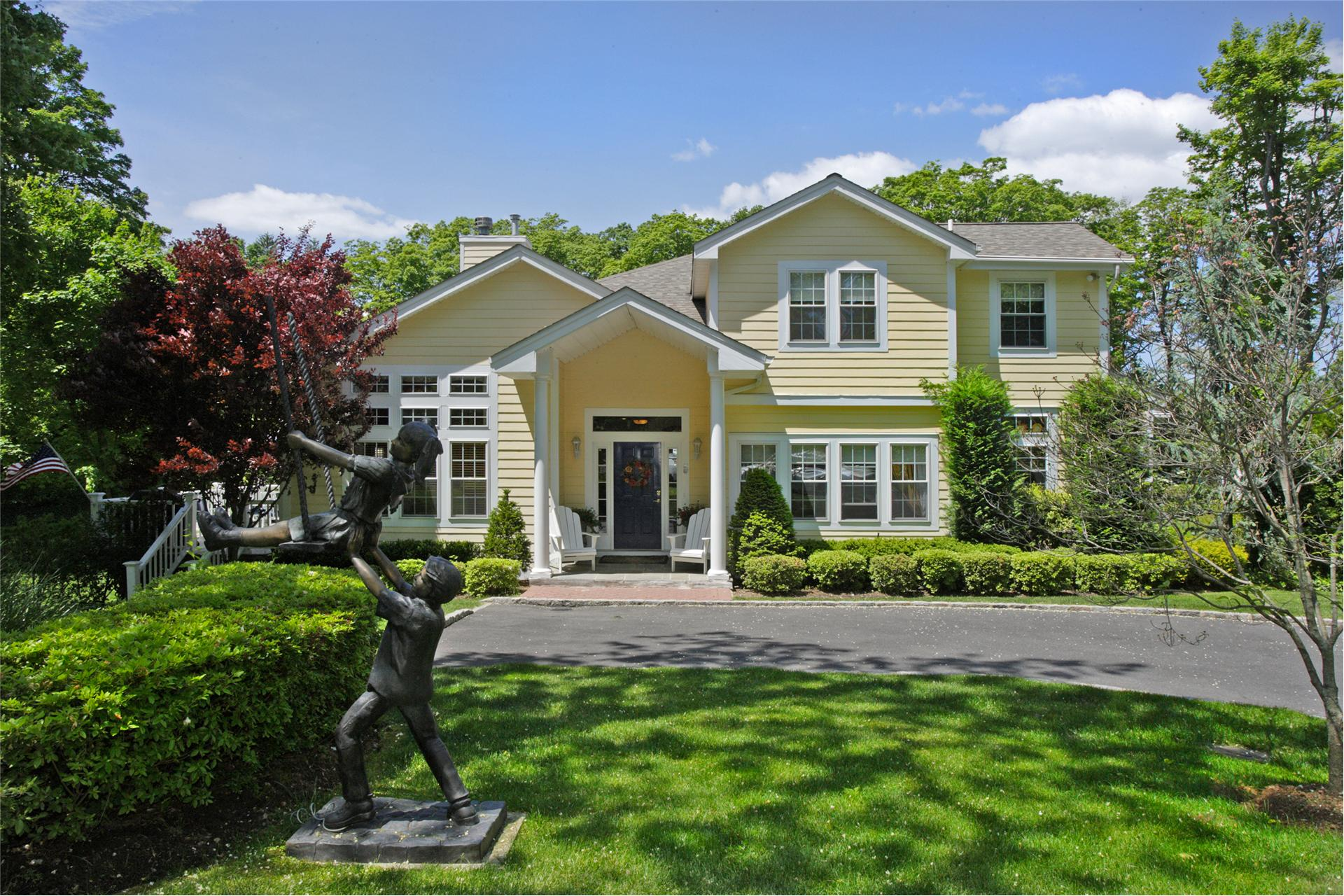 Single Family for Sale at 5 Hollow Way Glen Cove, New York 11542 United States