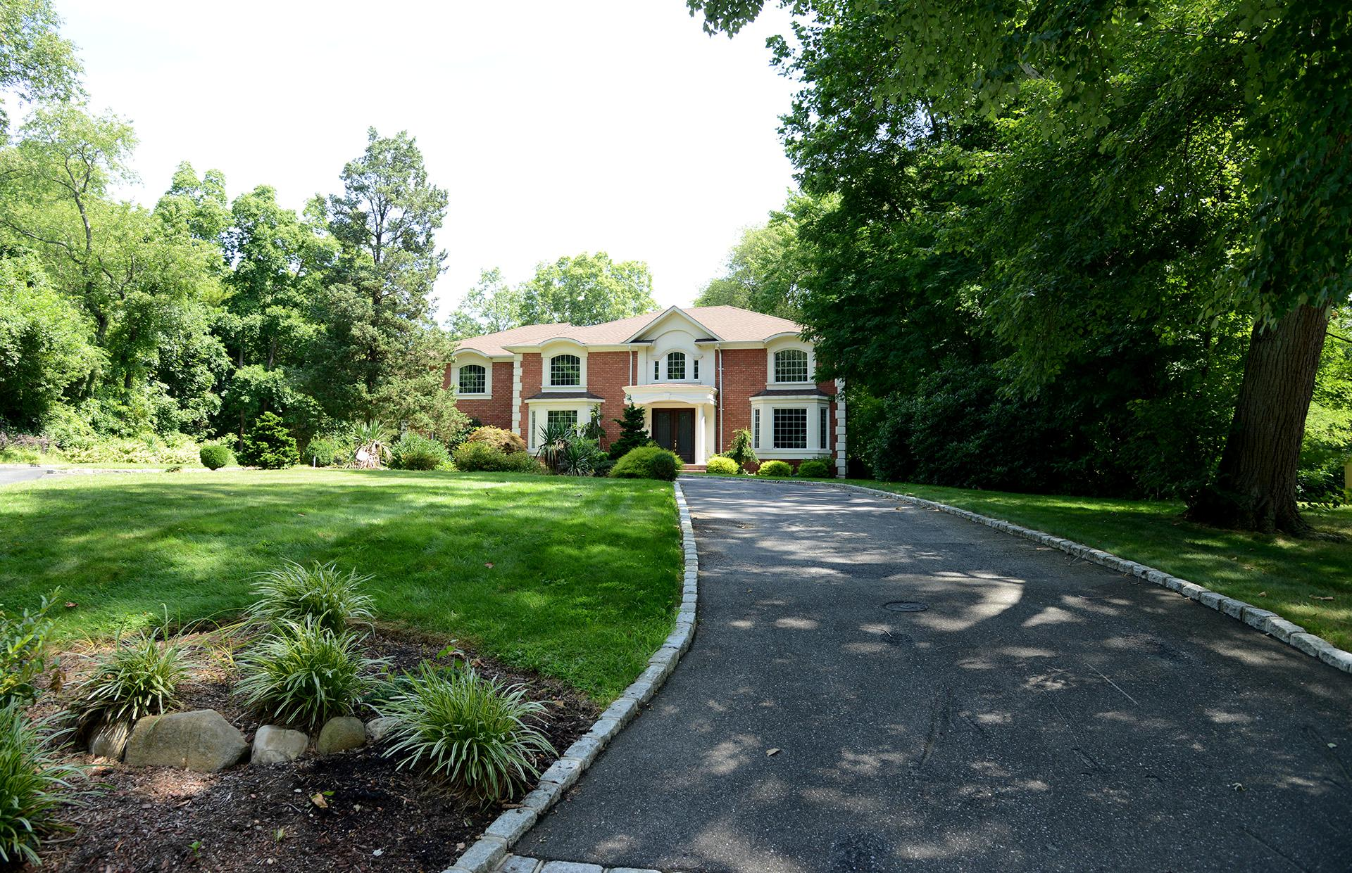 Single Family for Sale at 5 Stafford Ave Woodbury, New York 11797 United States