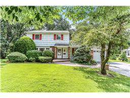 Single Family for Sale at 102 Gerald Ln Old Bethpage, New York 11804 United States