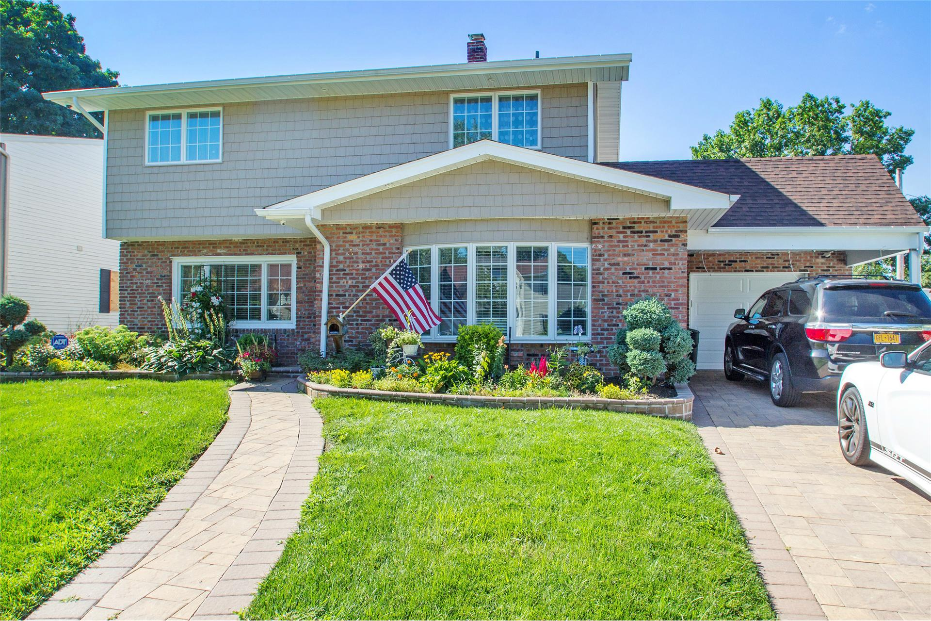 Single Family for Sale at 184 Orchid Rd Levittown, New York 11756 United States