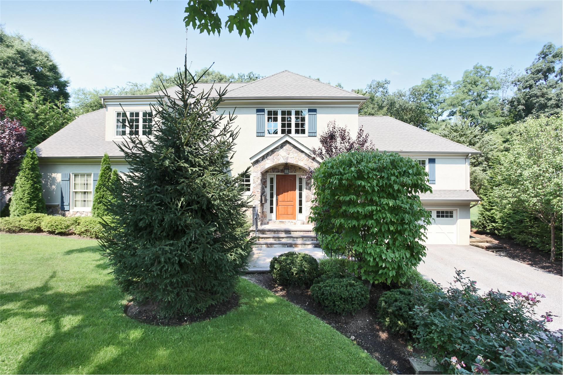 Single Family for Sale at 23 Blair Dr Huntington, New York 11743 United States
