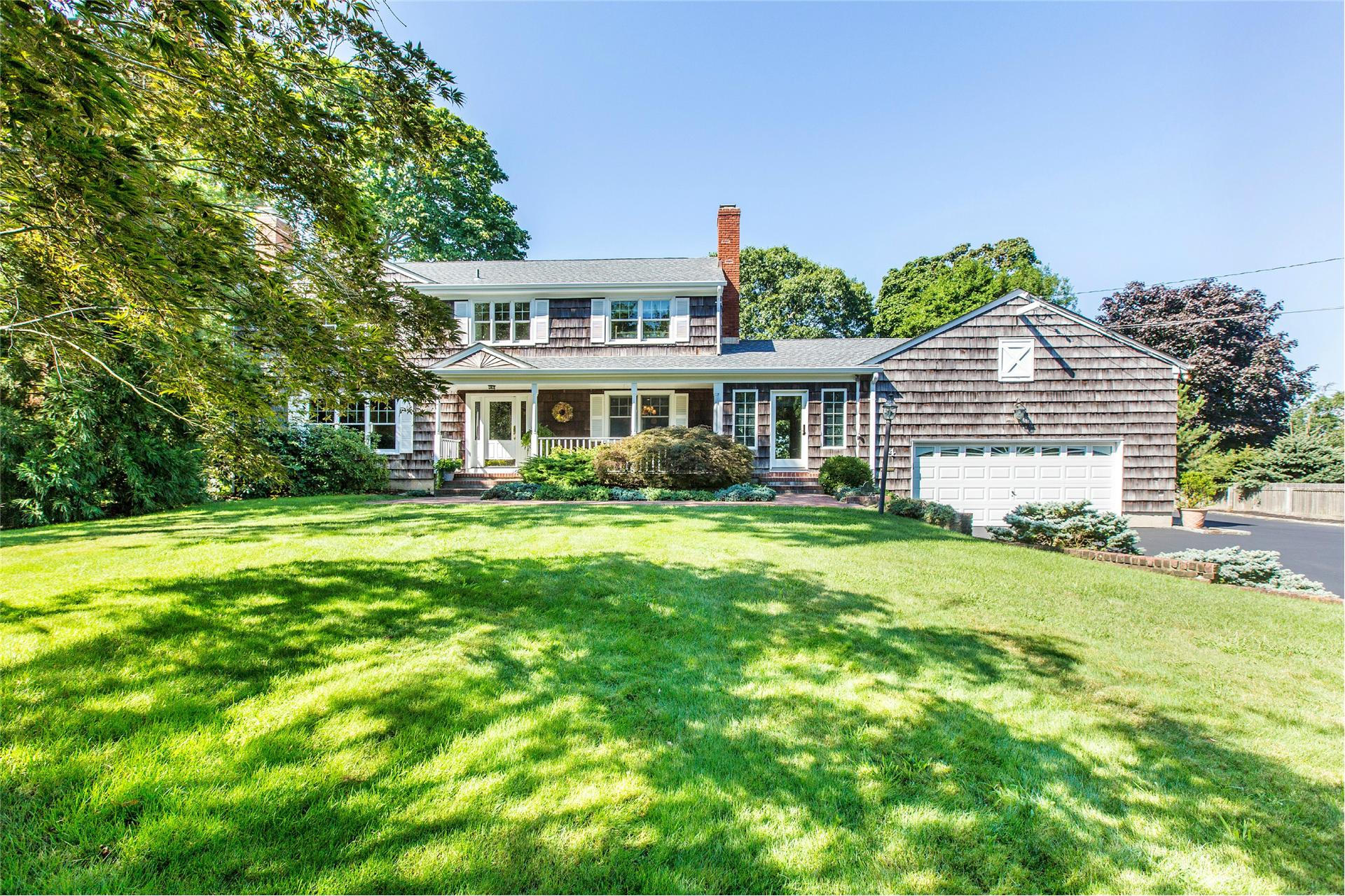 Single Family for Sale at 14 Demarre Ln Bayport, New York 11705 United States