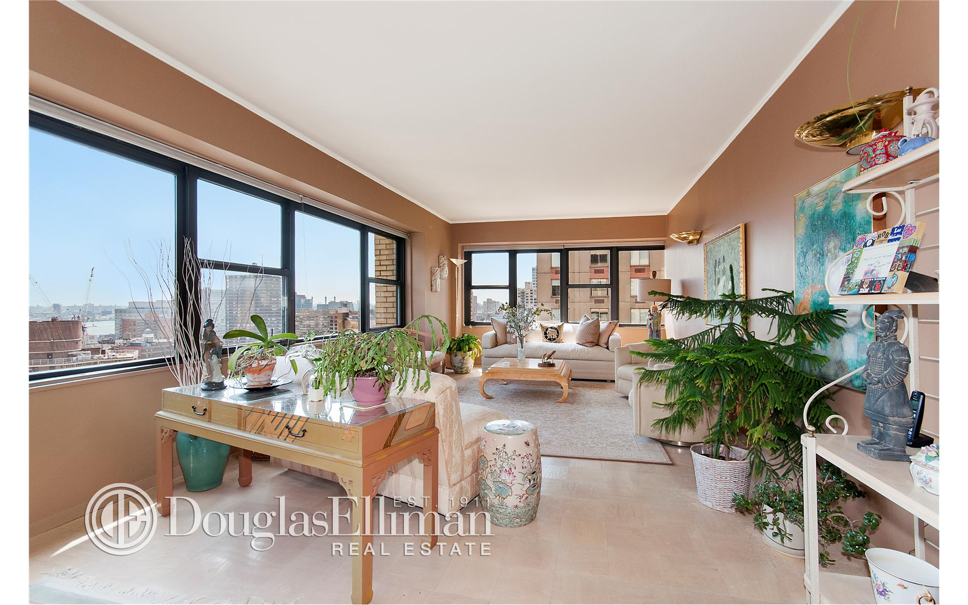Co-op for Sale at 160 East 38th Street New York, New York 10016 United States