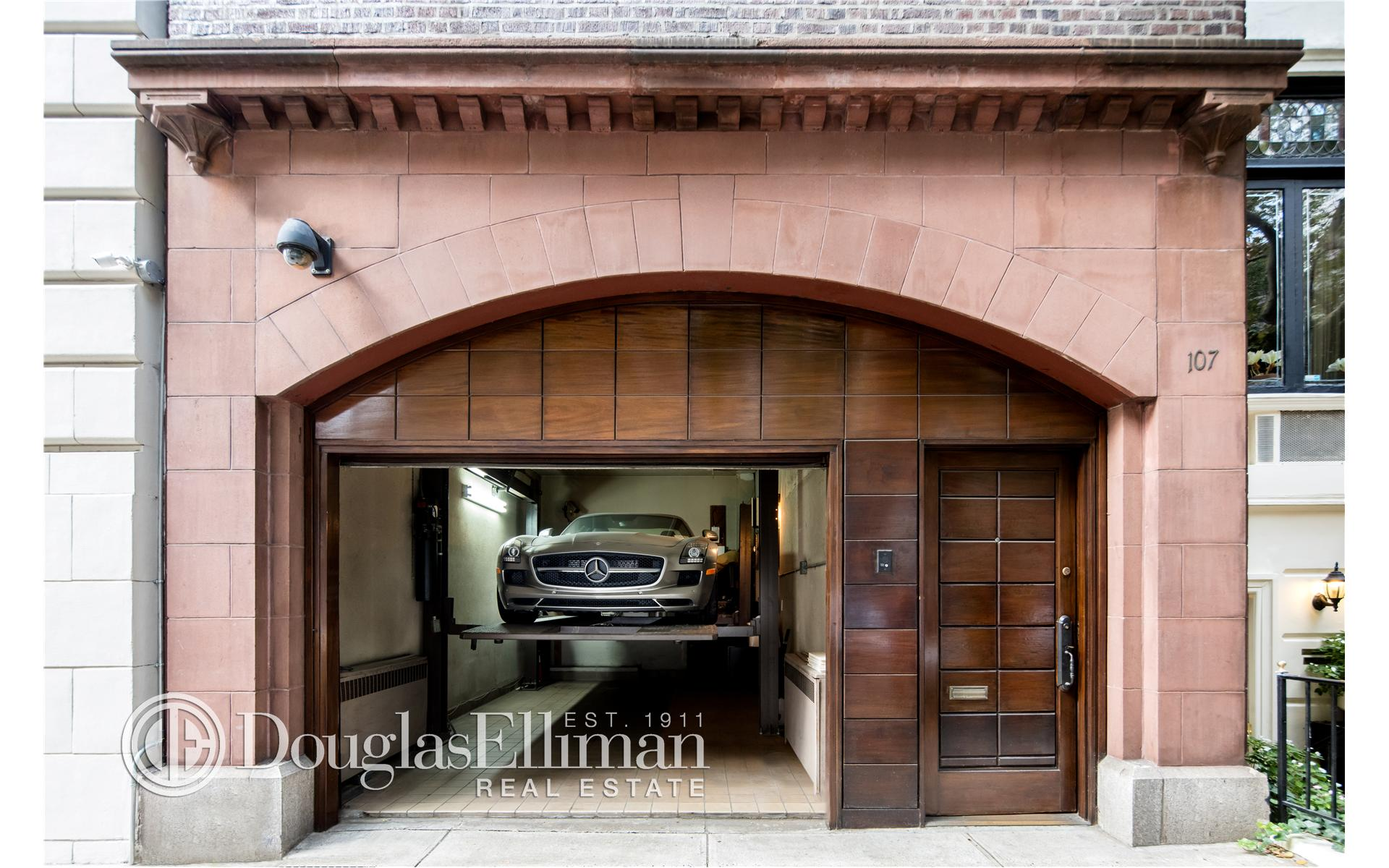 Single Family for Sale at 107 East 61st Street New York, New York 10021 United States