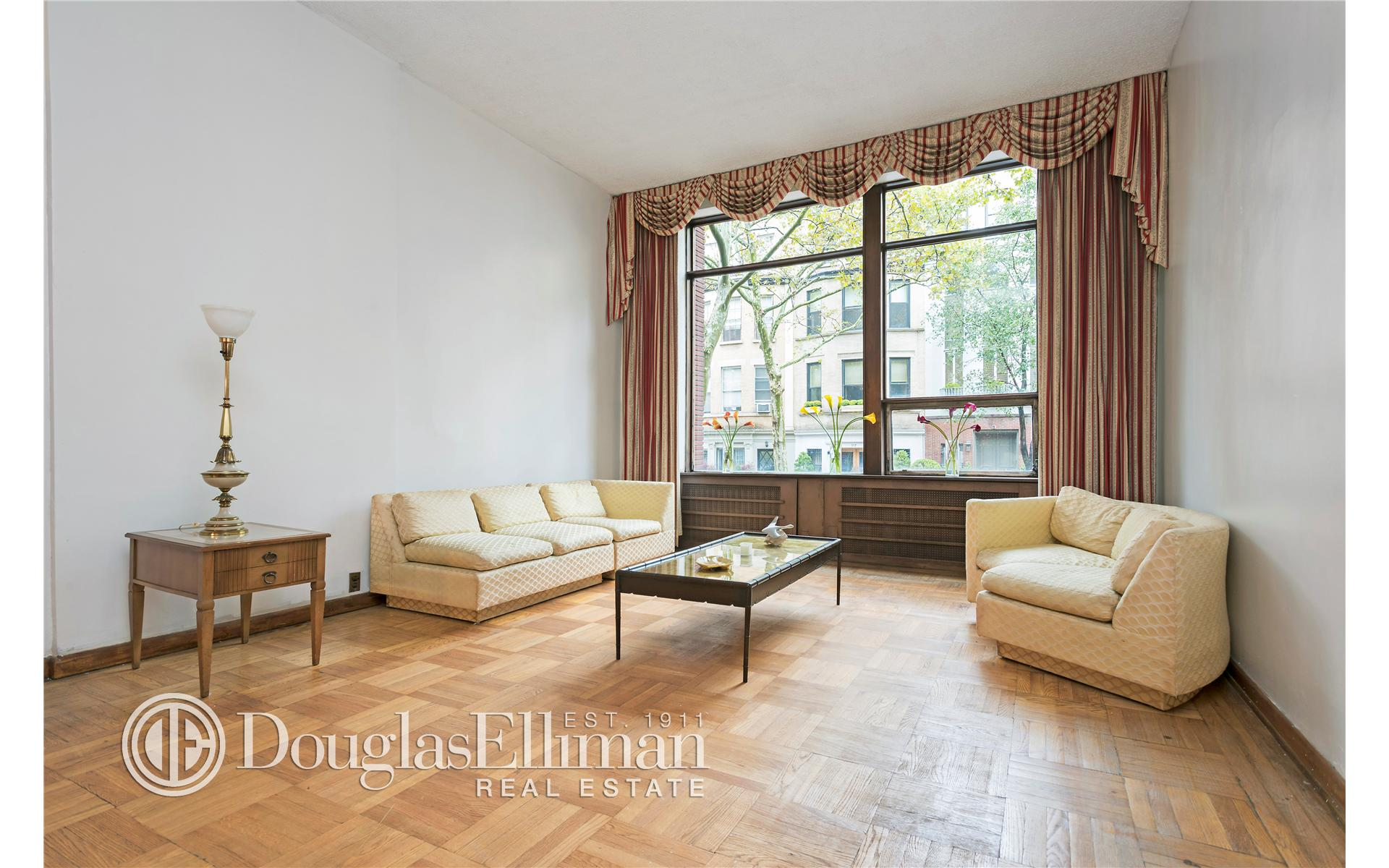 Single Family for Sale at 124 West 88th Street New York, New York 10024 United States
