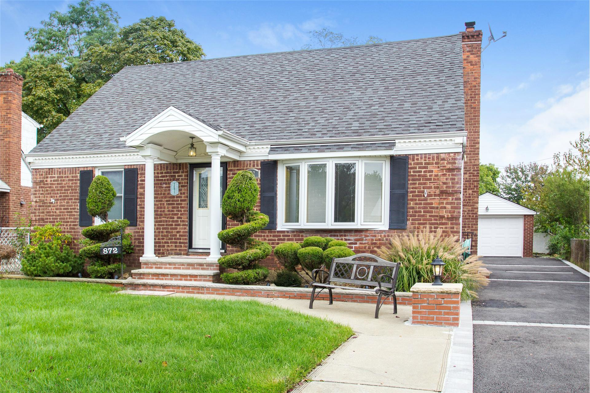 Single Family for Sale at Franklin Square 872 Center Dr Franklin Square, New York 11010 United States