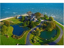 Single Family for Sale at 105 Centre Island Rd Centre Island, New York 11771 United States