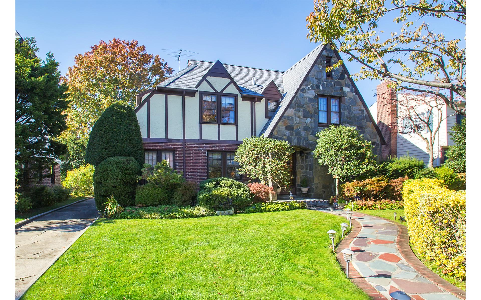 136 Meadbrook Rd Garden City New York Douglas Elliman