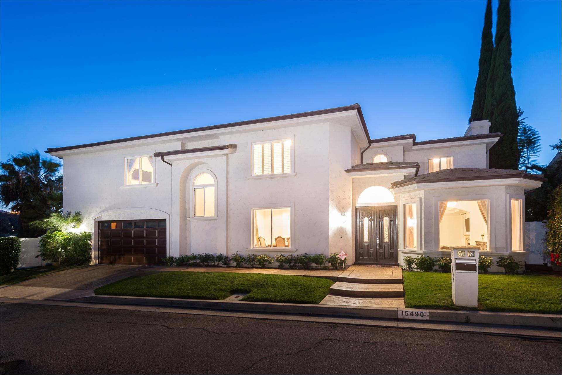 15490 BRIARWOOD Drive - Sherman Oaks, California