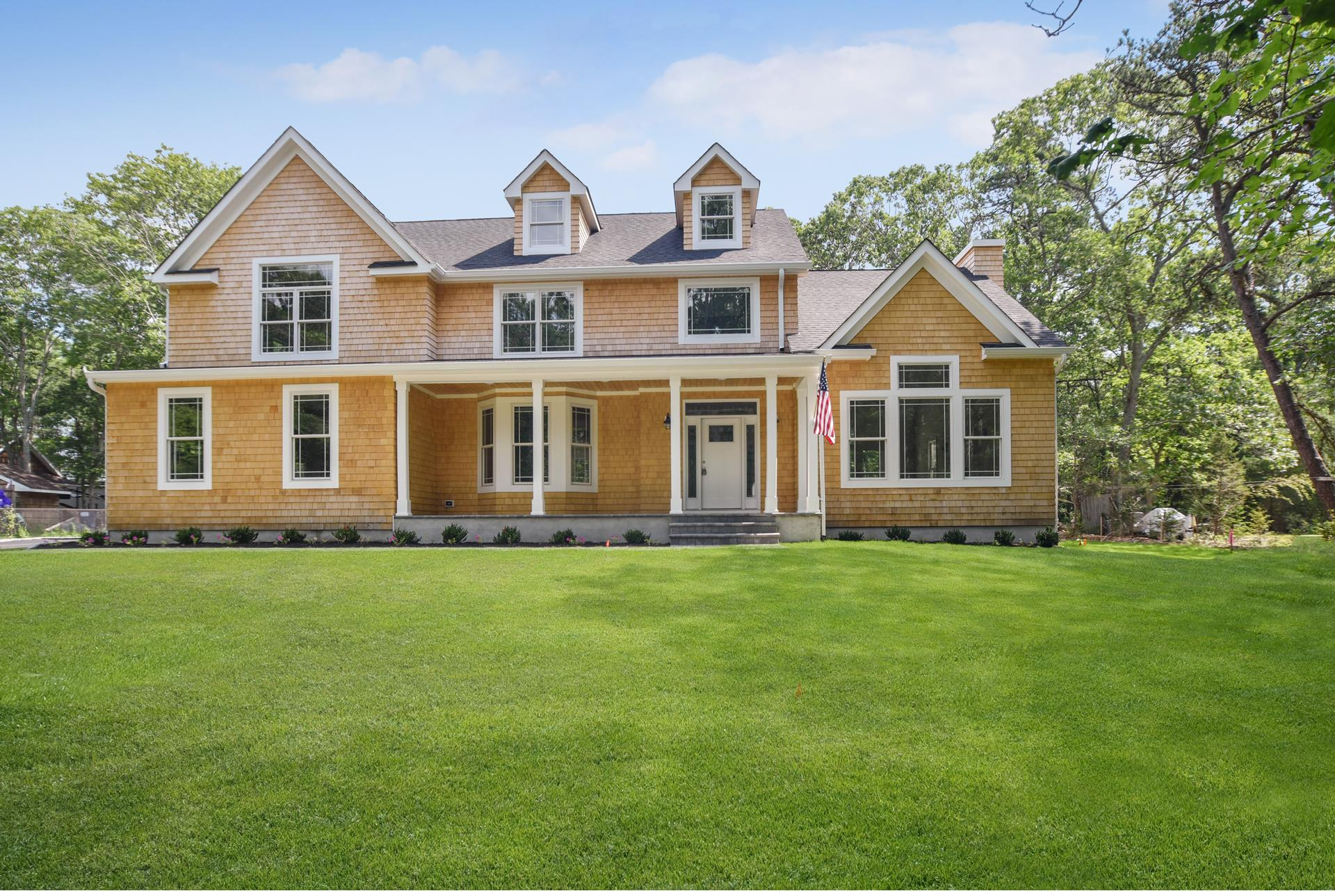 25 Lakewood Ave - E. Quogue, New York