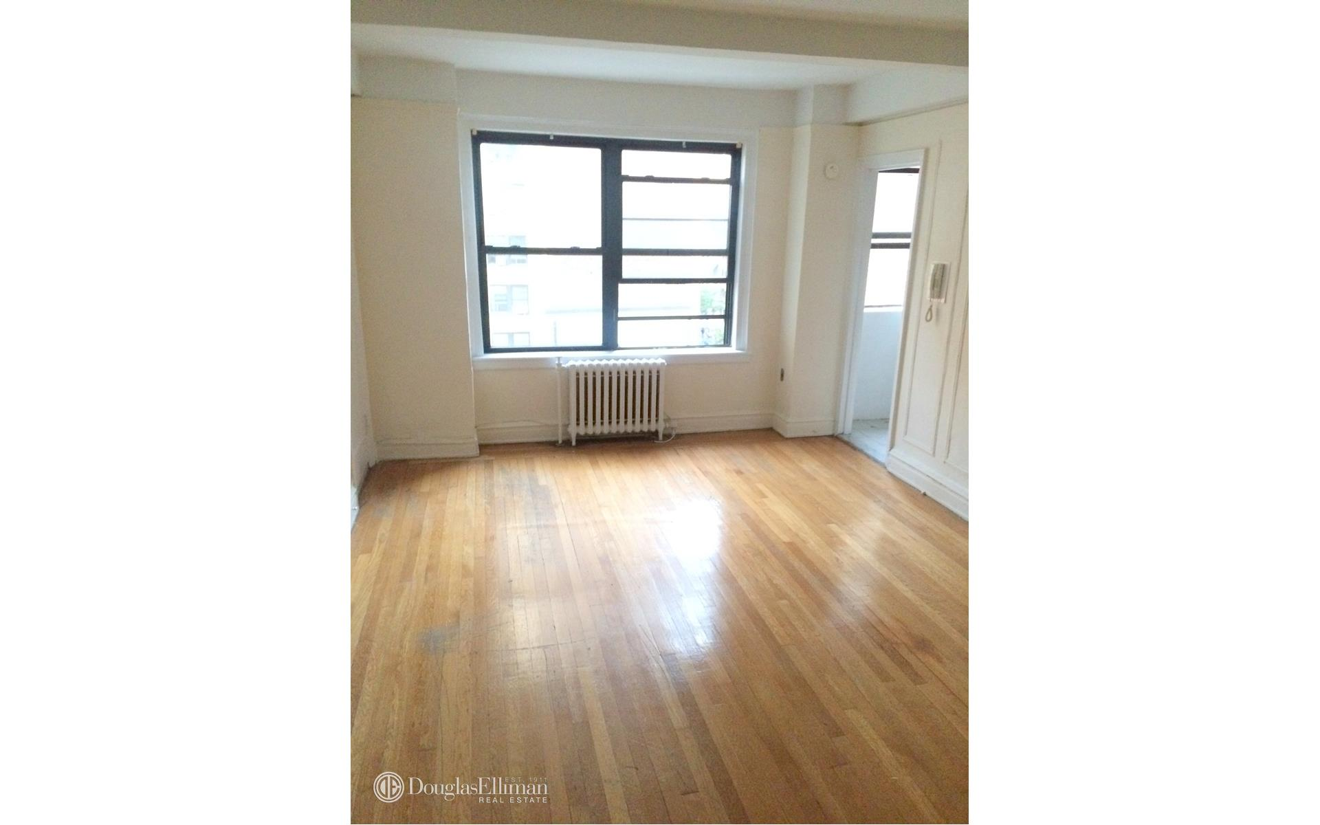 Hell 39 s kitchen 1 bedroom rental at 455 w 34 st new york for Hell s kitchen nyc apartments