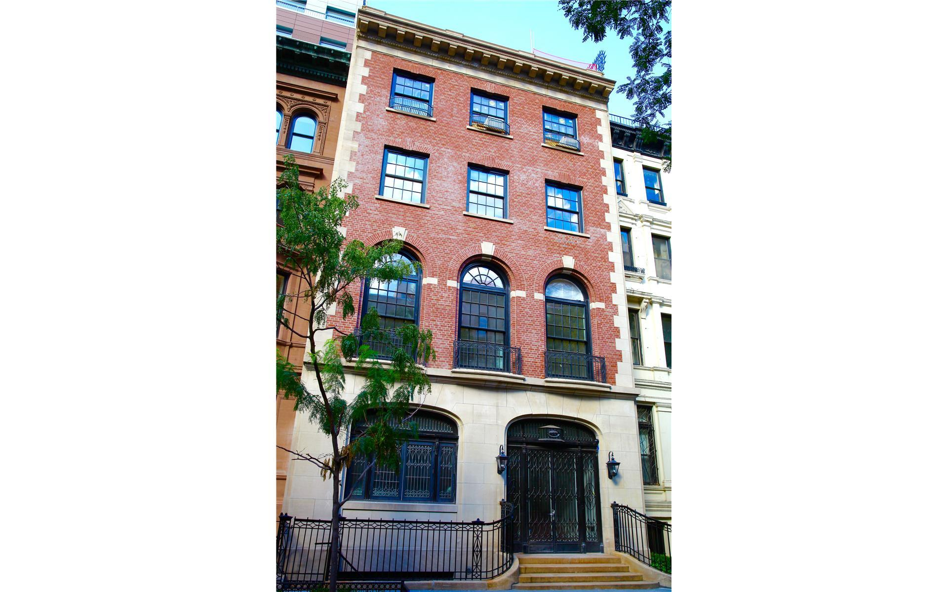 Upper east side townhouse with garage fifth avenue upper for Townhouse with garage nyc