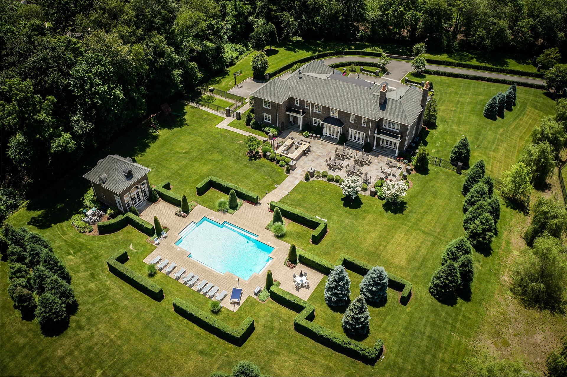 Single Family for Sale at 33 Chicken Valley Rd Old Brookville, New York 11545 United States