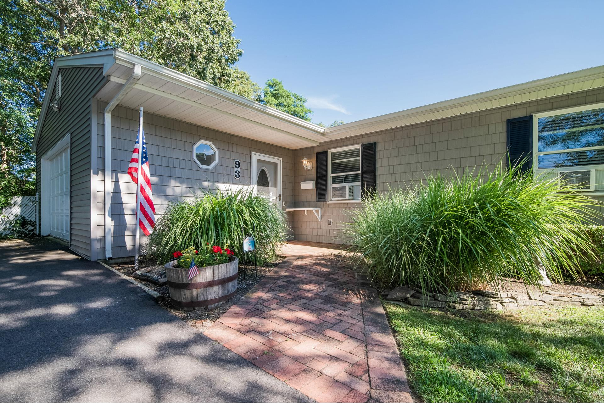 93 BIESELIN RD - BELLPORT VILLAGE, NEW YORK
