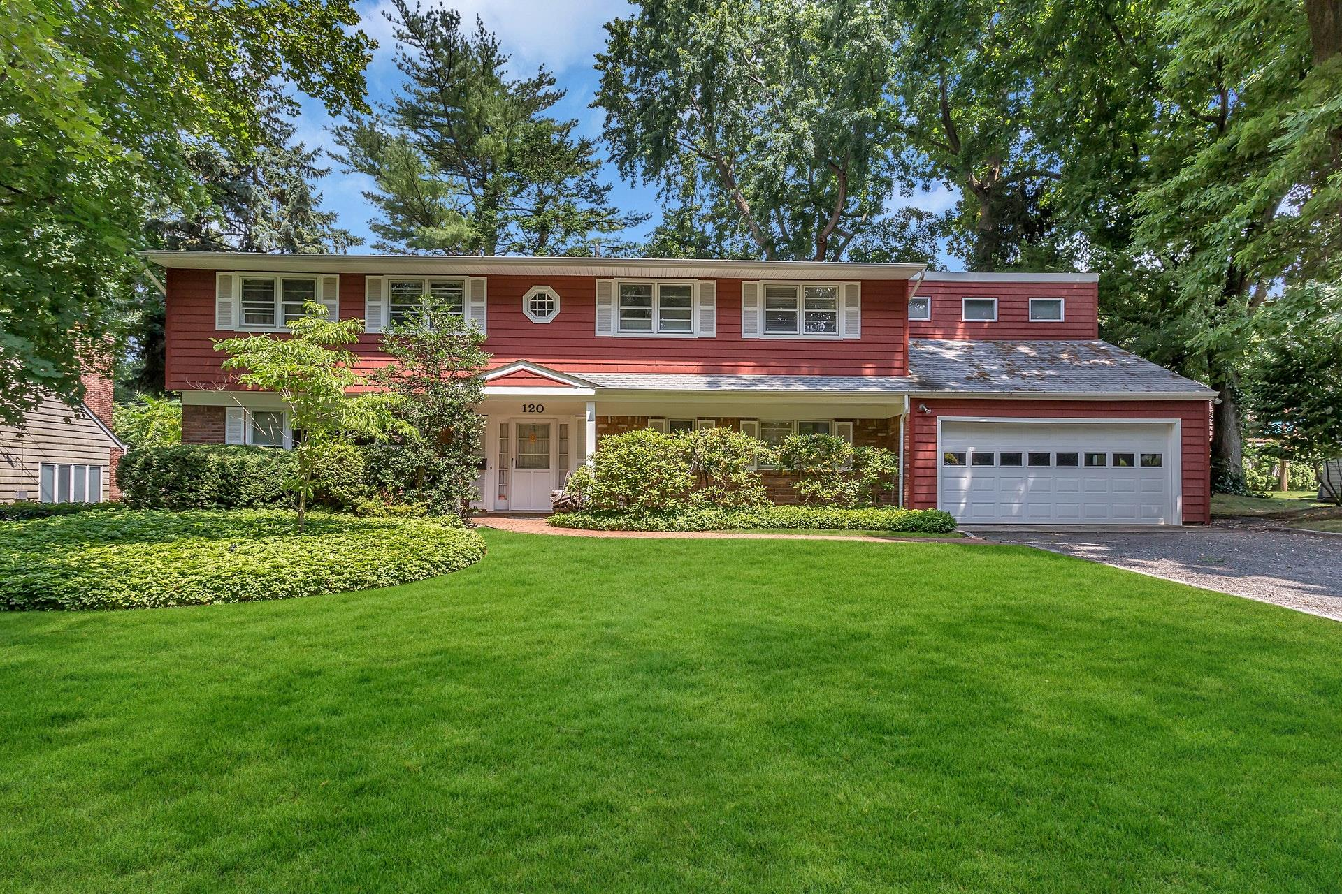 120 Chestnut Rd - Manhasset, New York