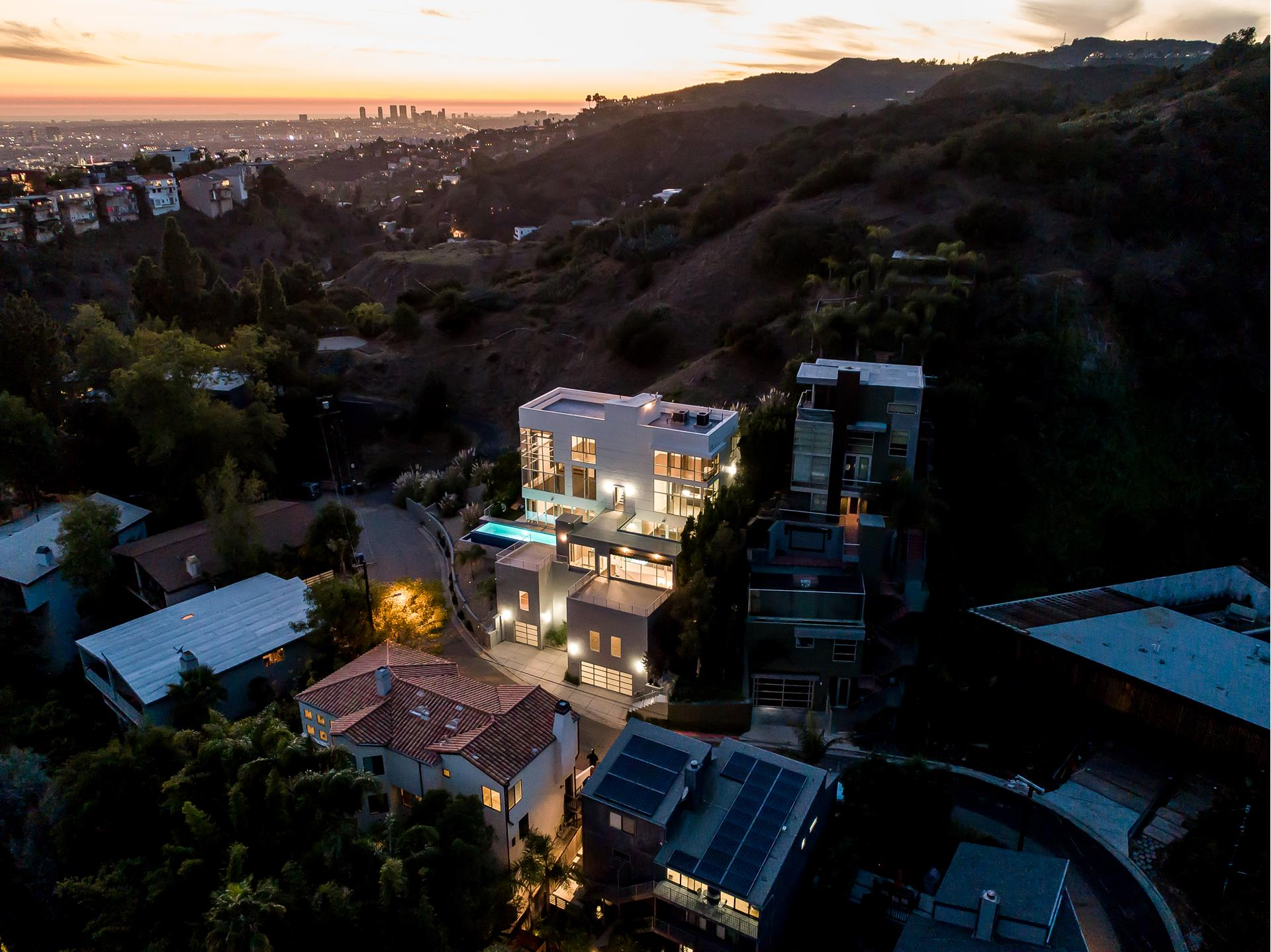 2746 RINCONIA Drive - Hollywood Hills East, California