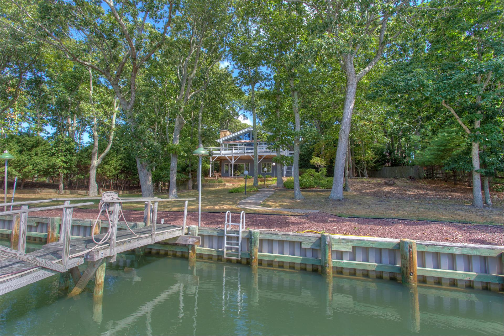 Single Family for Sale at 4565 Paradise Point Rd Southold, New York 11971 United States