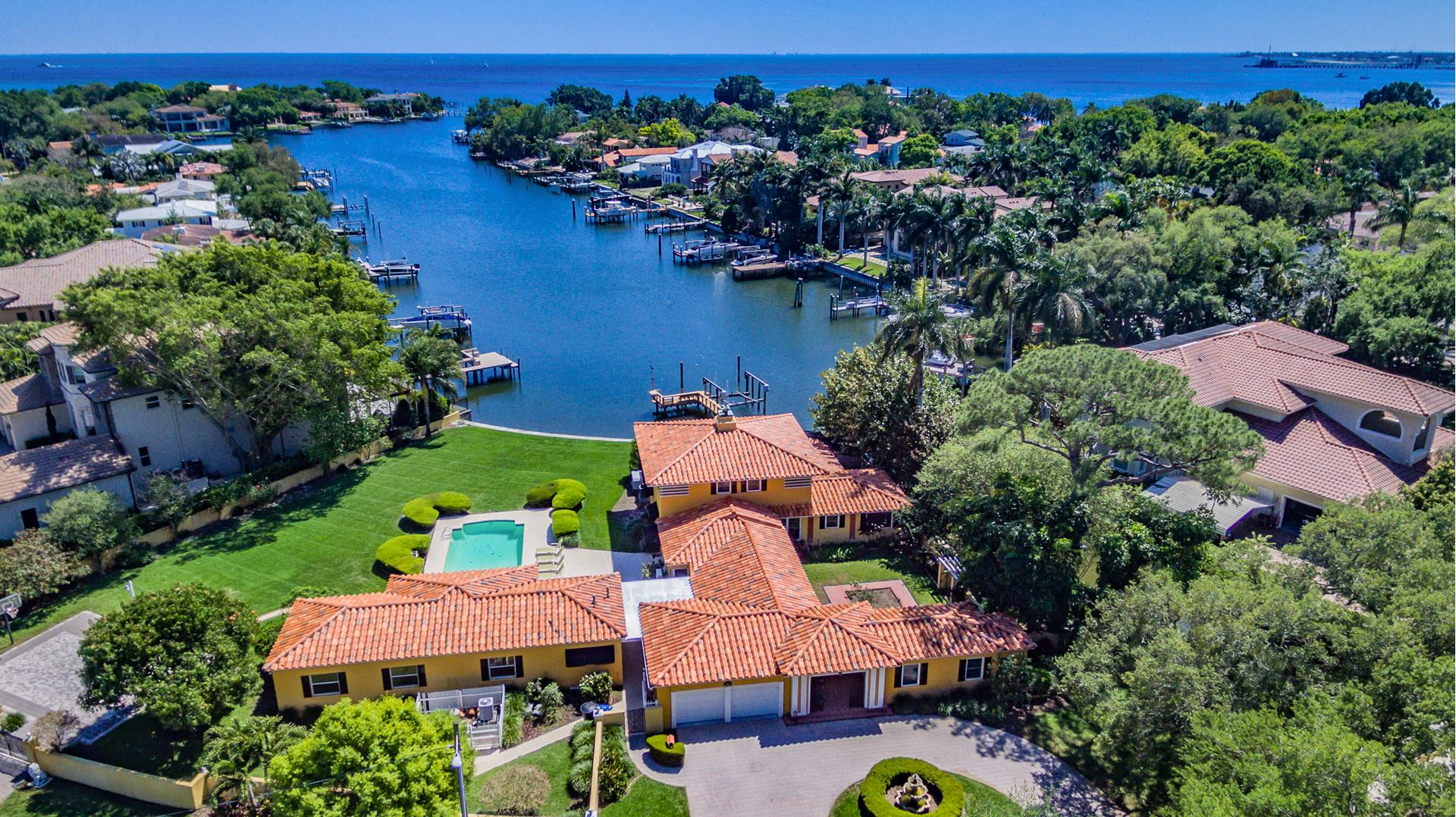 1105 BRIGHTWATERS Boulevard - St. Petersburg, Florida