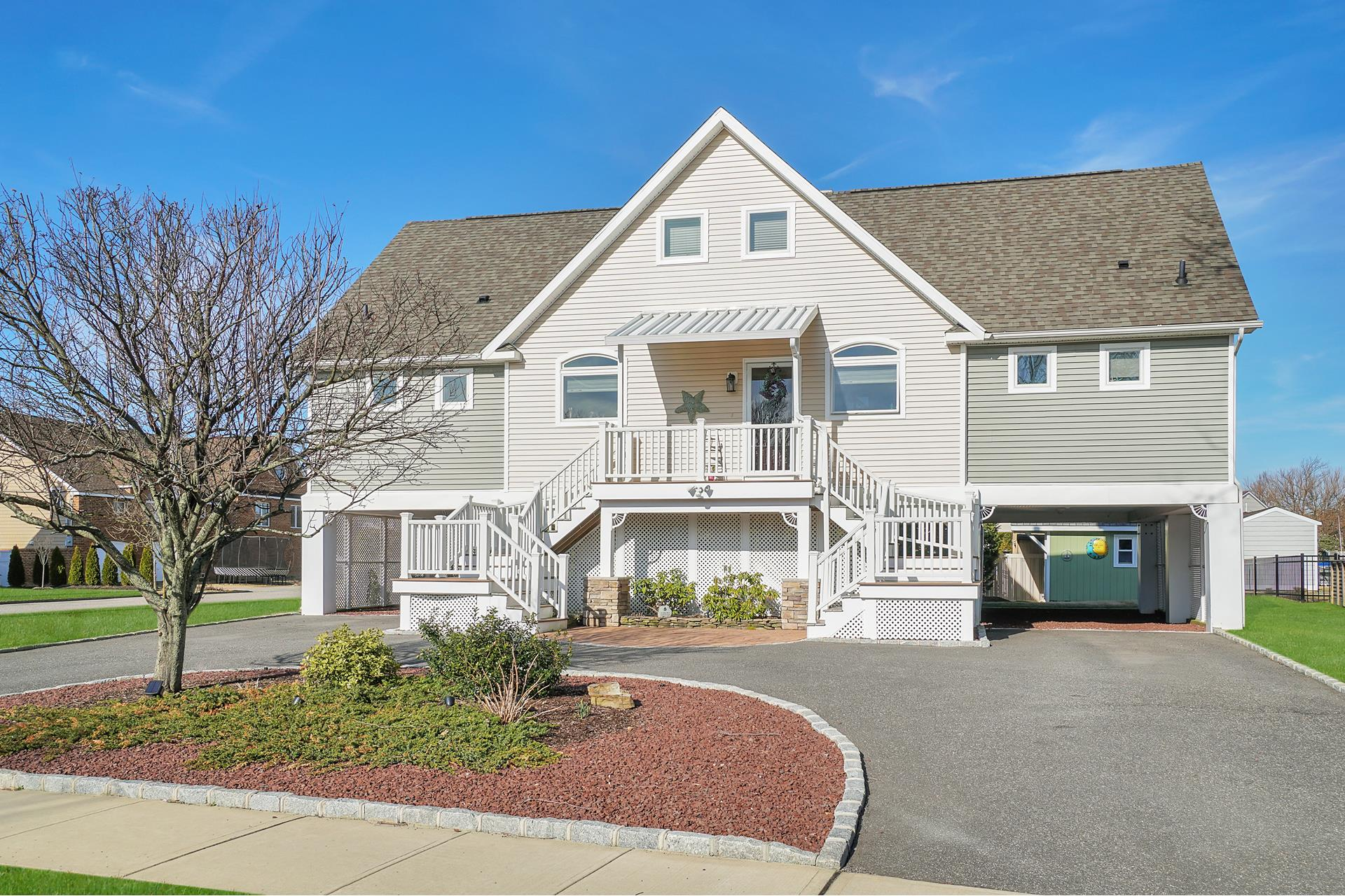 157 W Shore Dr - Massapequa, New York