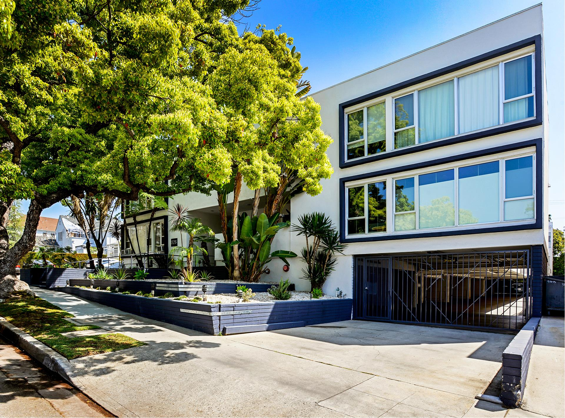 1328 HAVENHURST Drive, 208 - West Hollywood, California