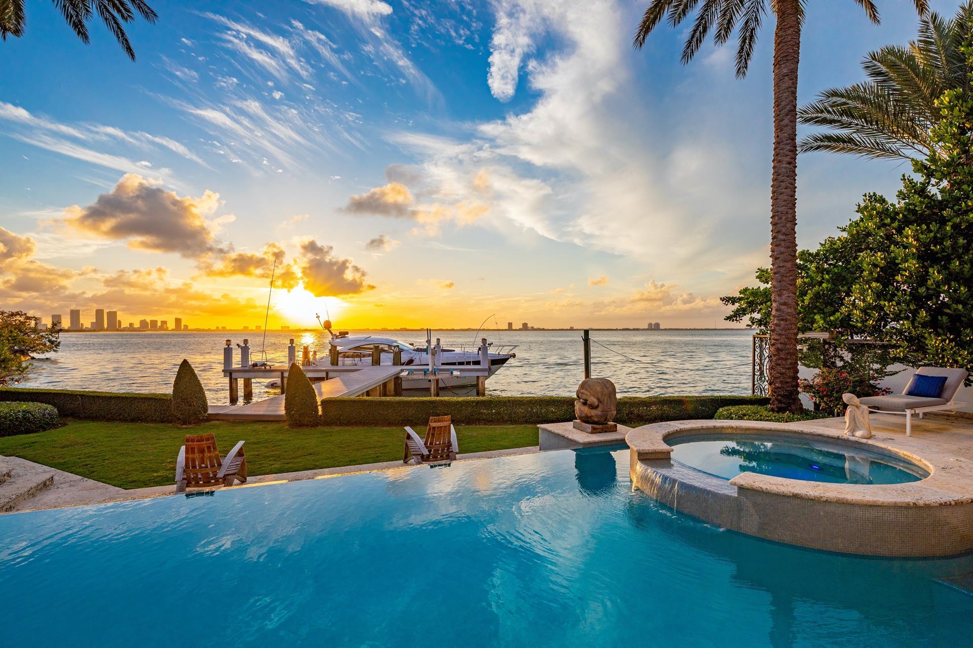 4330 N Bay Rd - Miami Beach, Florida
