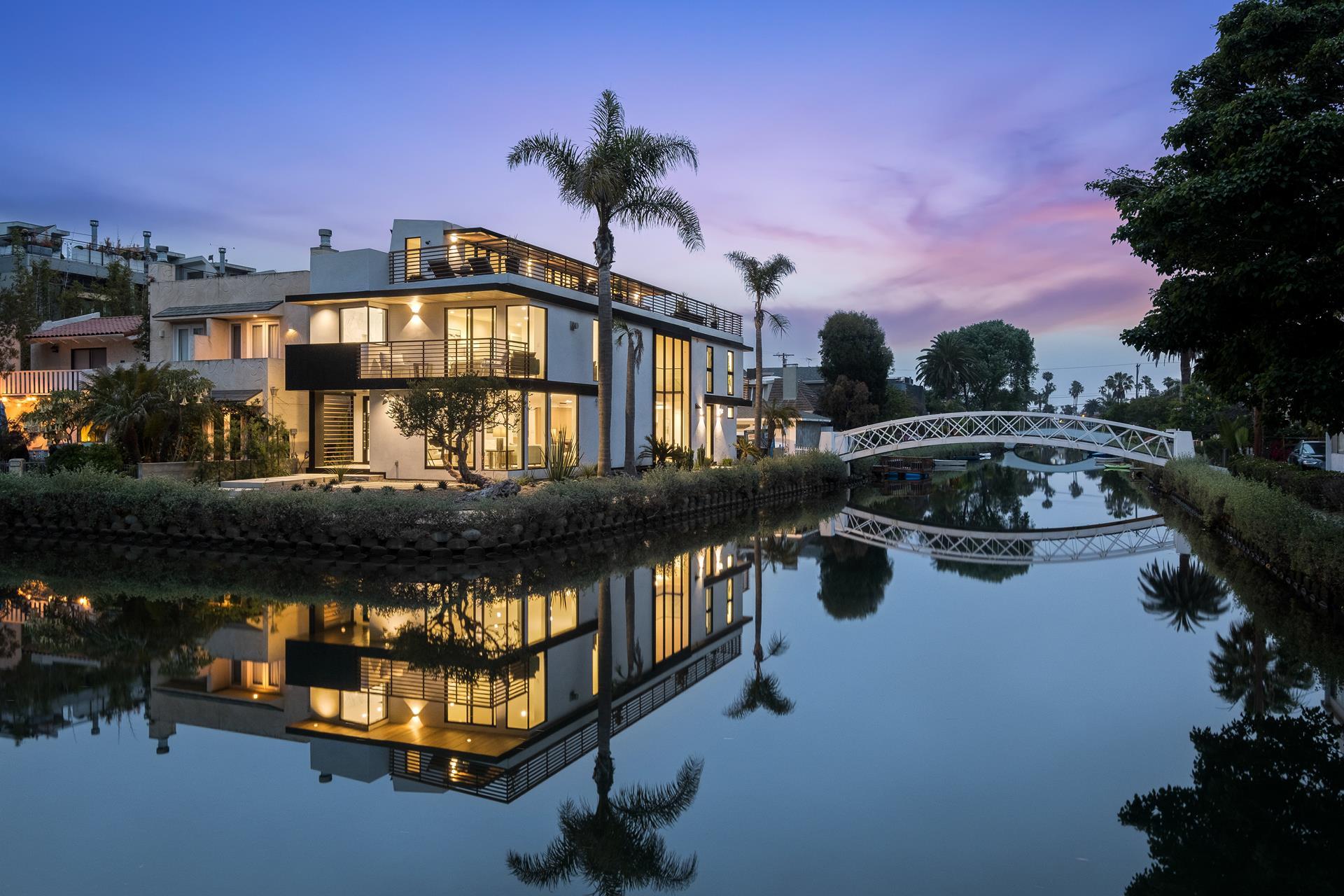2218 GRAND CANAL - Venice, California