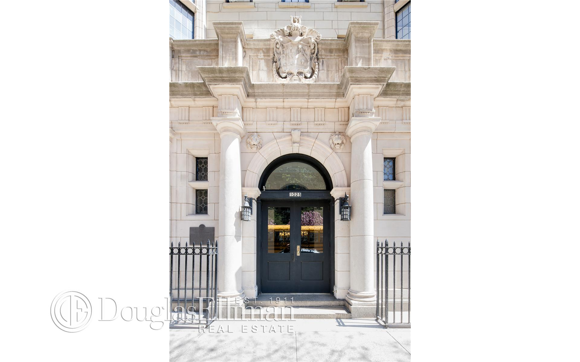 Condominium for Sale at 1025 PARK AVE CORP, 1025 Park Avenue New York, New York 10028 United States