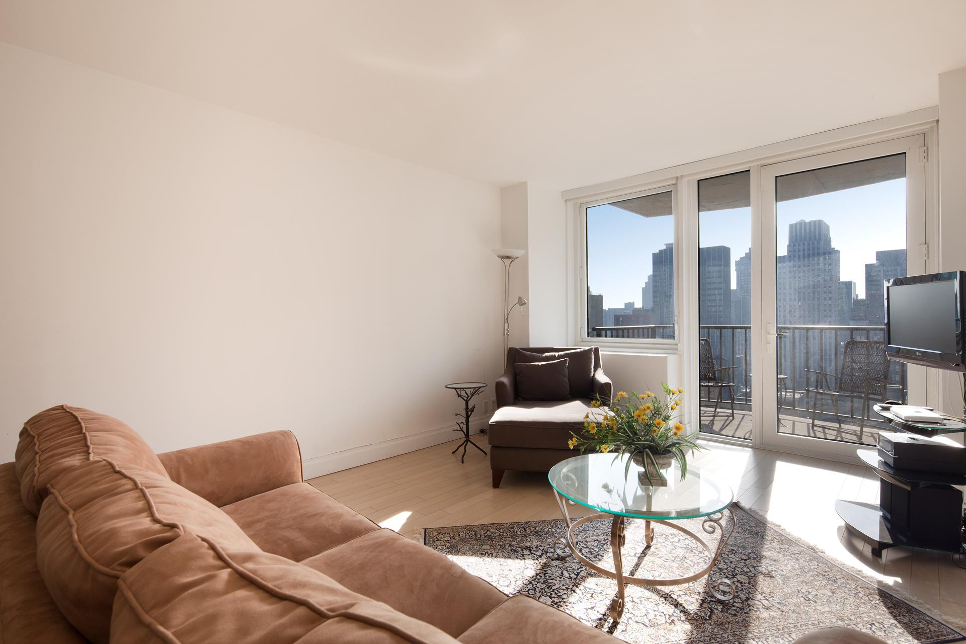 L'Ecole Condominium, 212 East 47th Street, 32H - Turtle Bay, New York