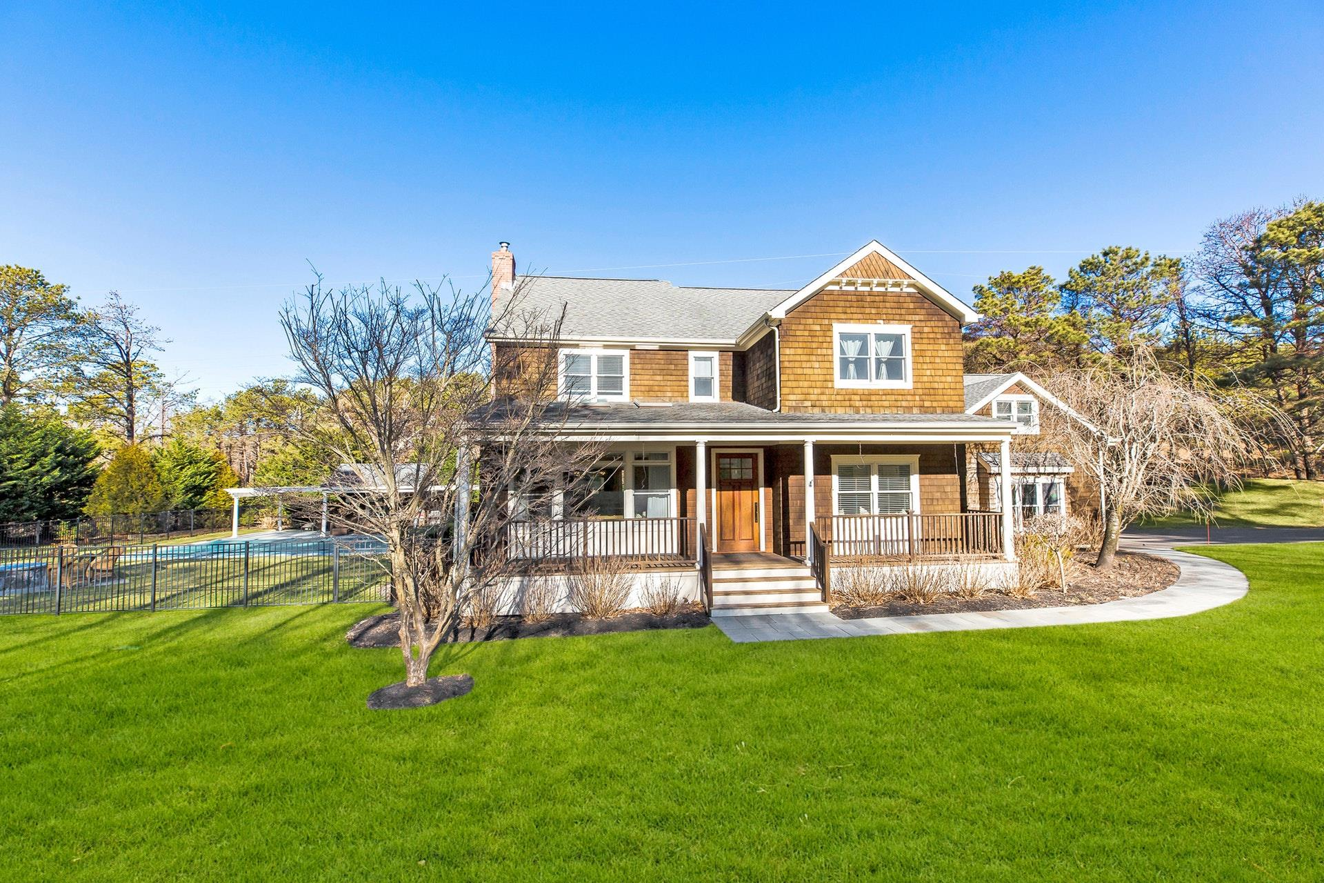 16 Starboard Rd - Hampton Bays, New York